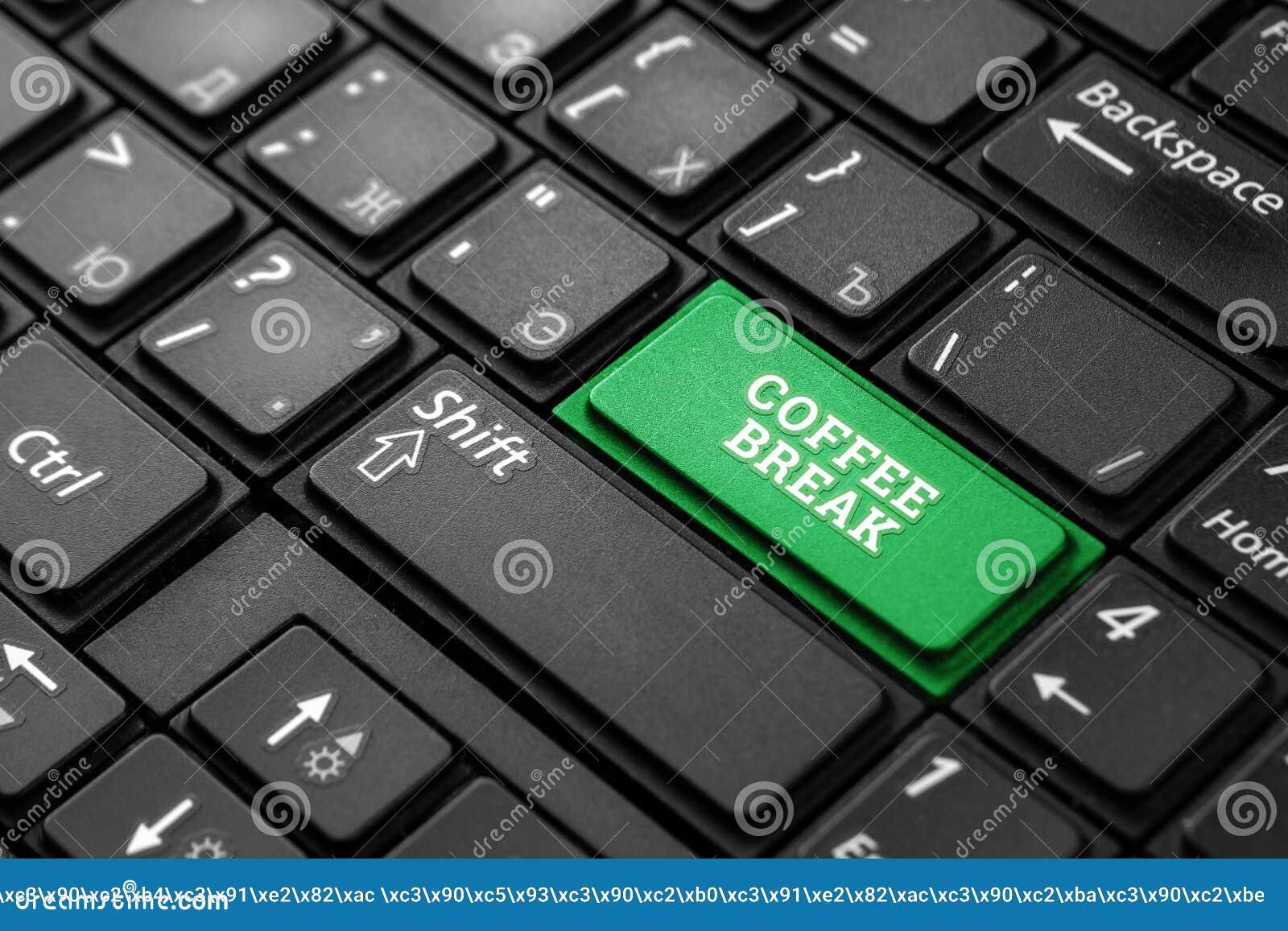 Fermez-vous vers le haut du bouton vert avec la pause-café de mot, sur un clavier noir Fond cr?atif, l espace de copie Magie de c