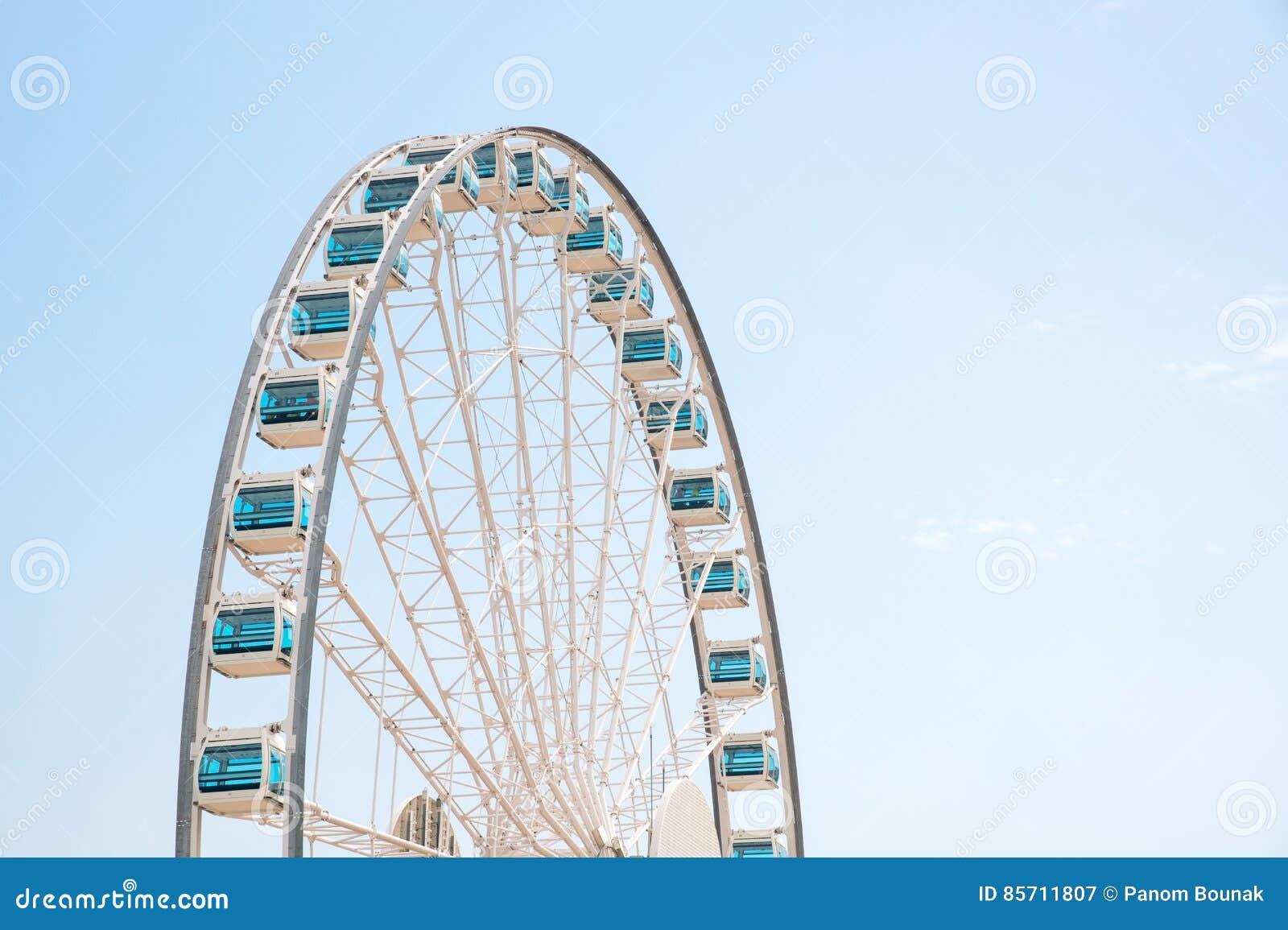 Fermez-vous vers le haut du géant Ferris Wheel en Hong Kong près de Victoria Harbor