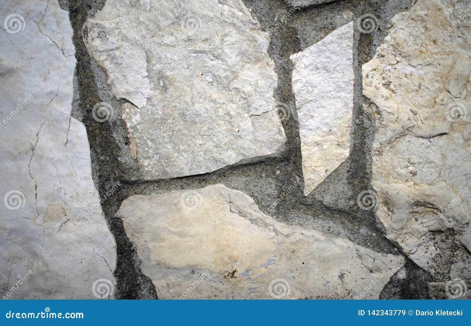 Fermez-vous vers le haut du mur en pierre