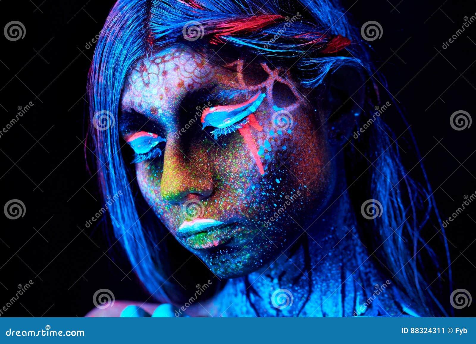 Fermez-vous vers le haut du portrait UV