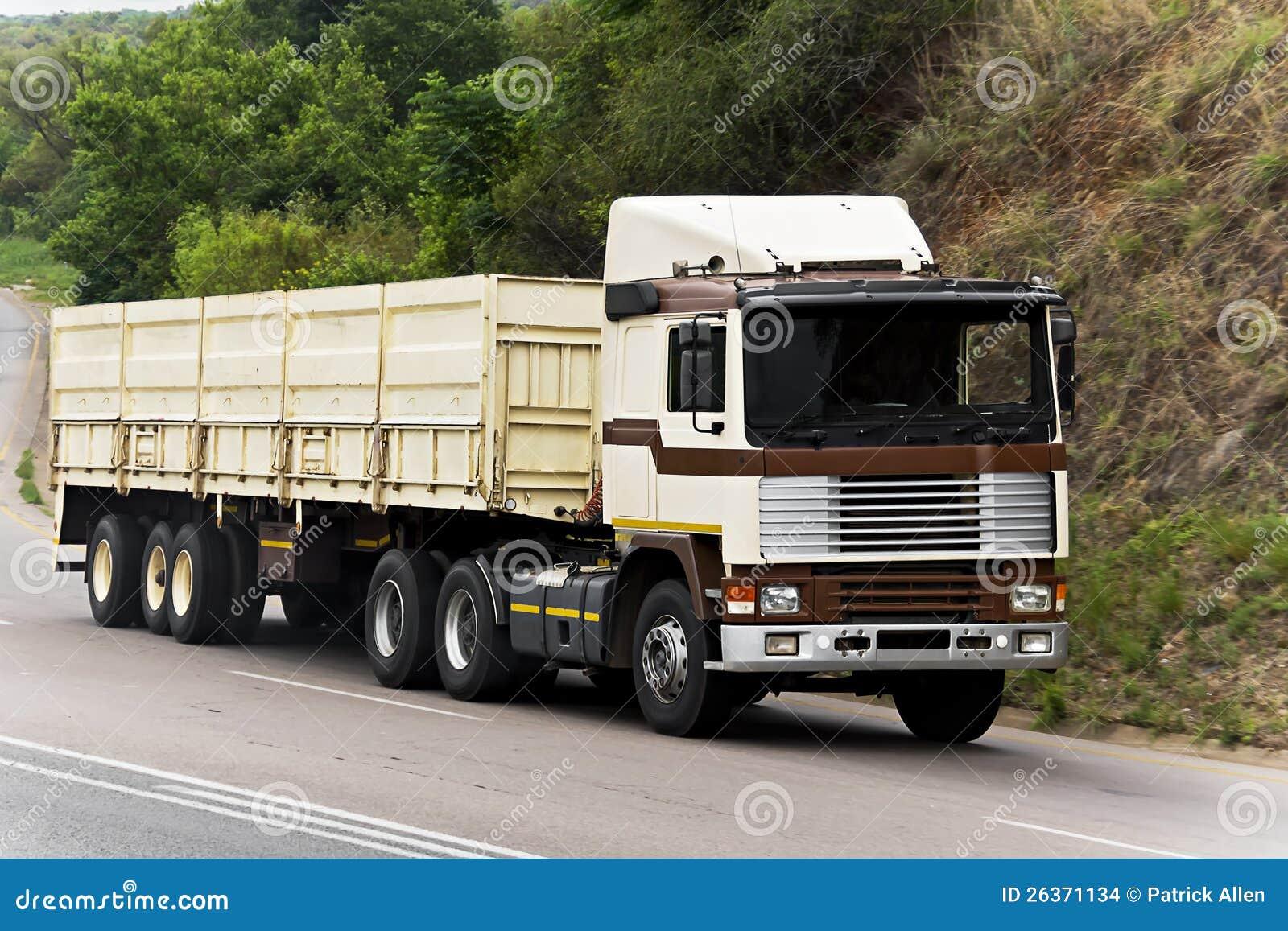 Fernbeförderungs-Transport - übergroße Durchgangsgüter