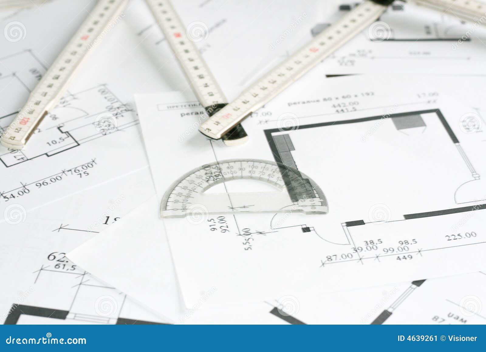 Ferramenta do jogo e da medida do quadrado sobre modelos