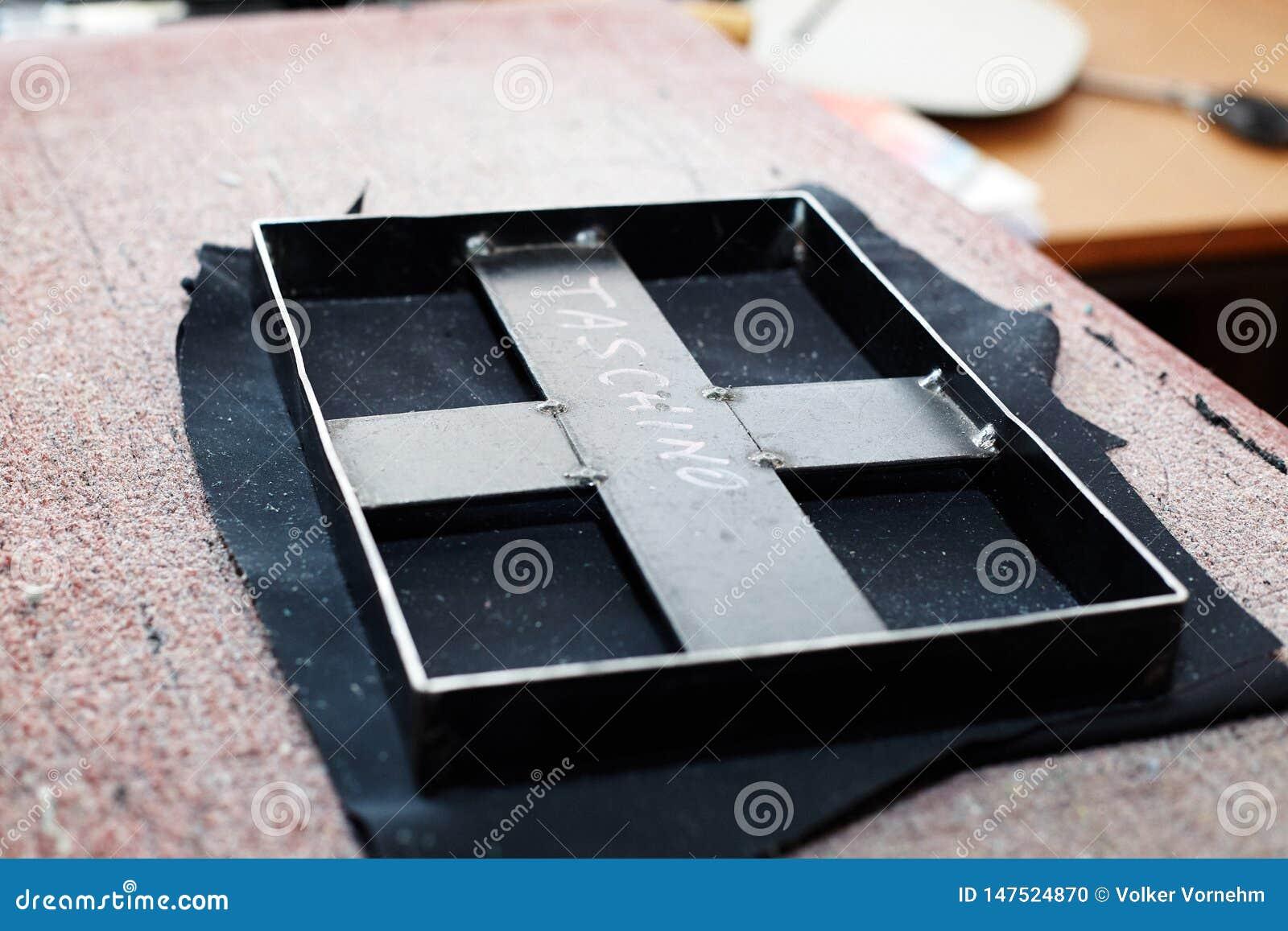 Ferramenta para perfurar para fora as formas do couro, usadas para a produção dos artigos de couro