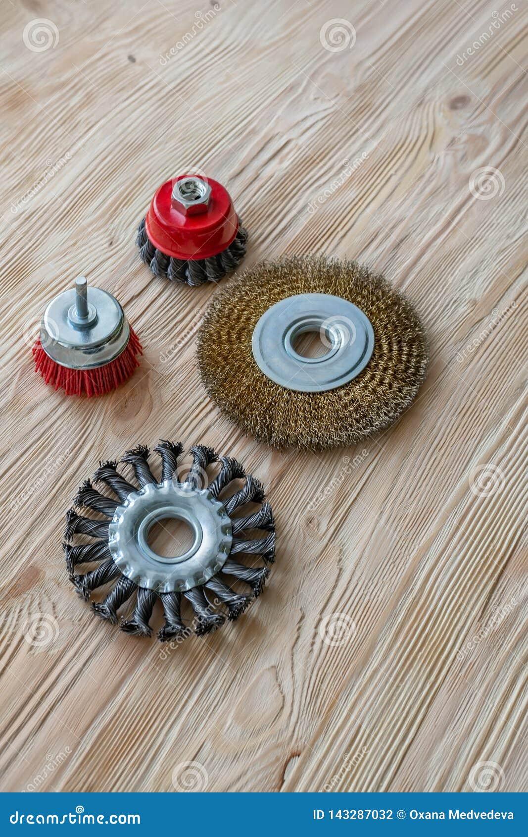Ferramentas abrasivas para escovar a madeira e dar-lhe a textura Escovas de fio na madeira tratada