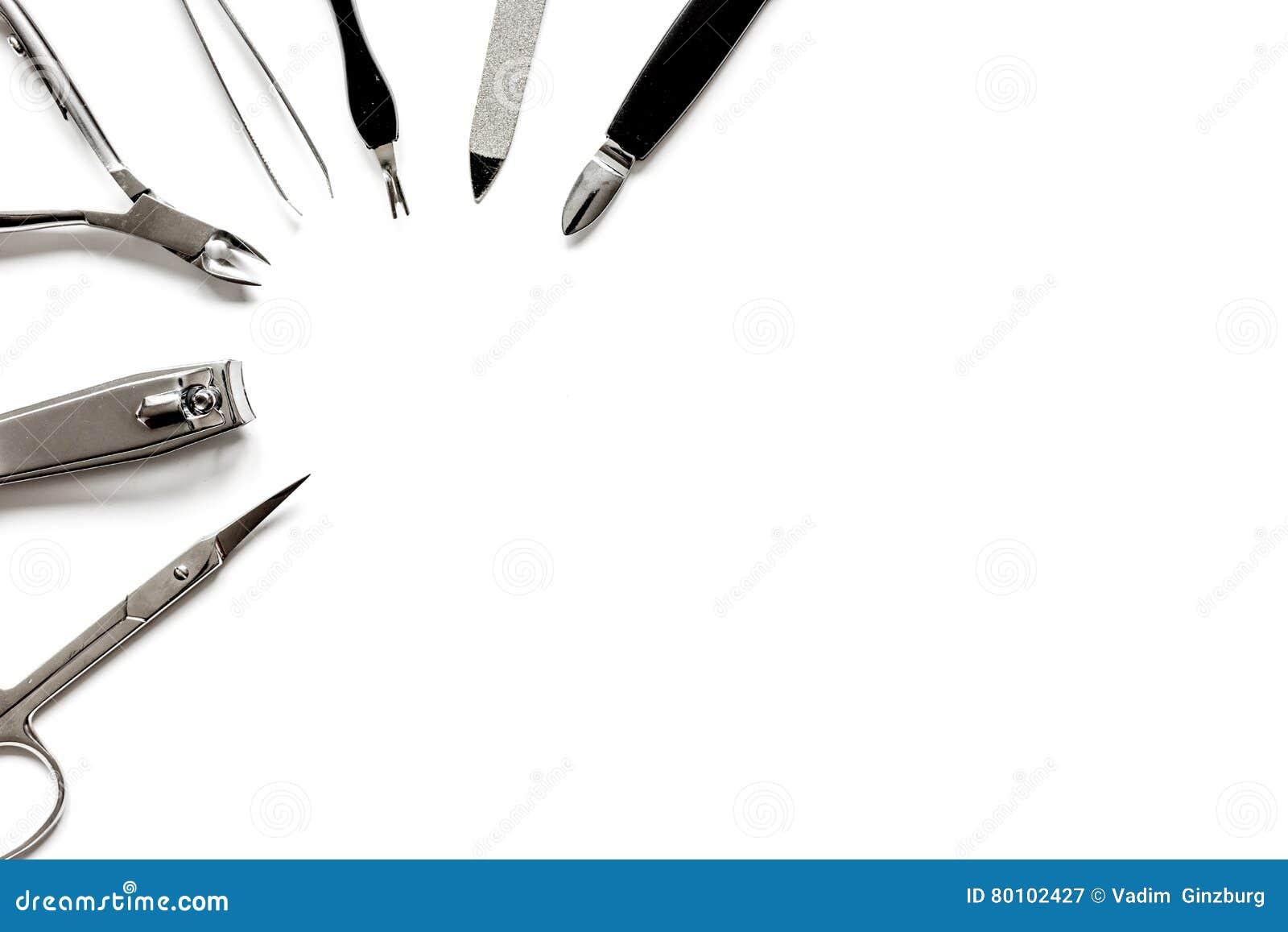Ferramentas de um grupo de tratamento de mãos na opinião superior do fundo branco