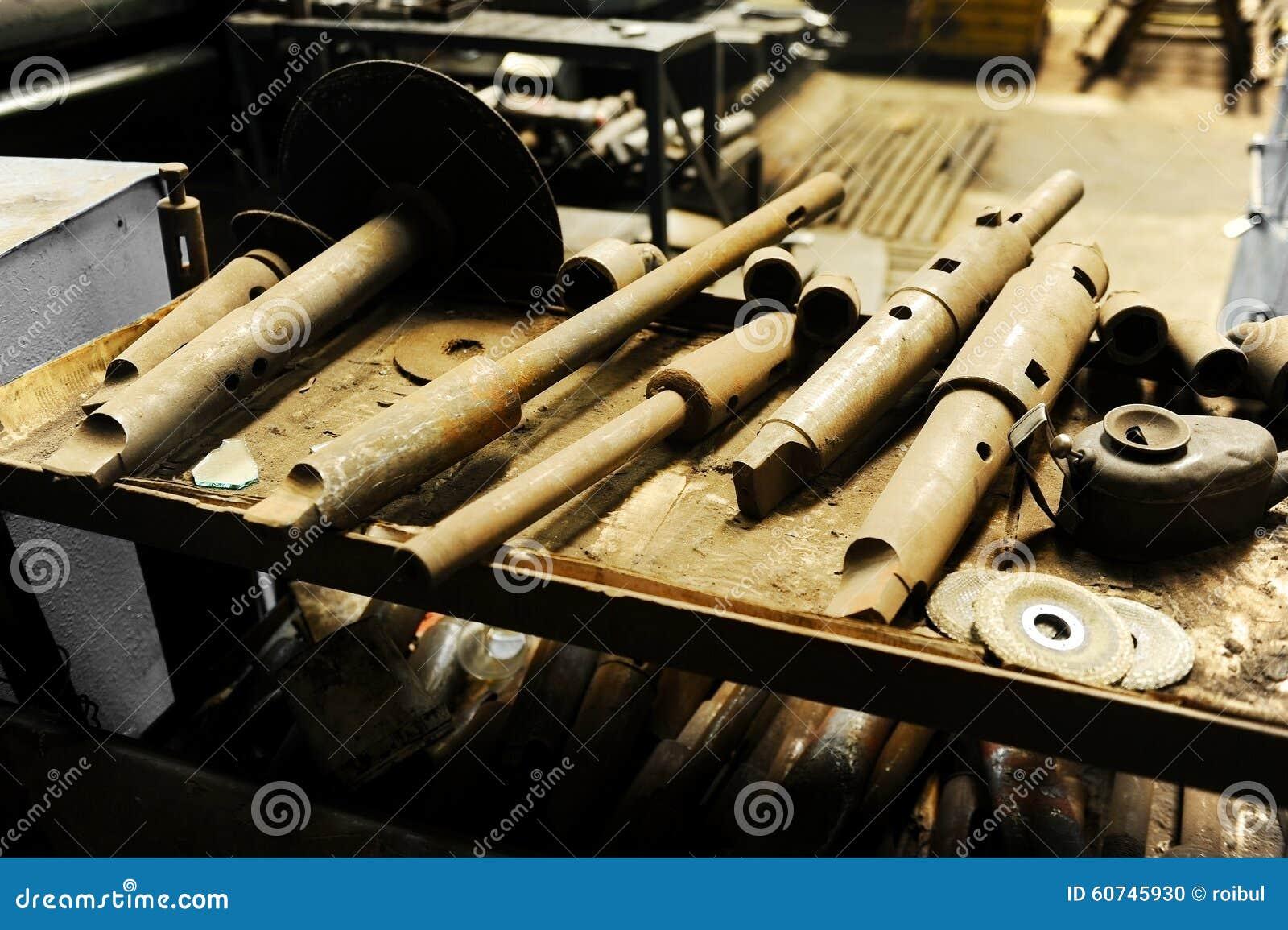 Ferramentas industriais oxidadas