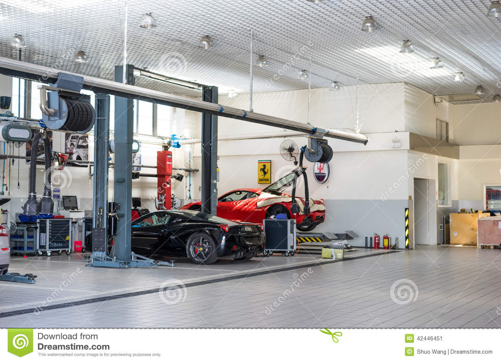 Ferrari car repair service editorial photo image 42446451 for 2 officine di garage per auto