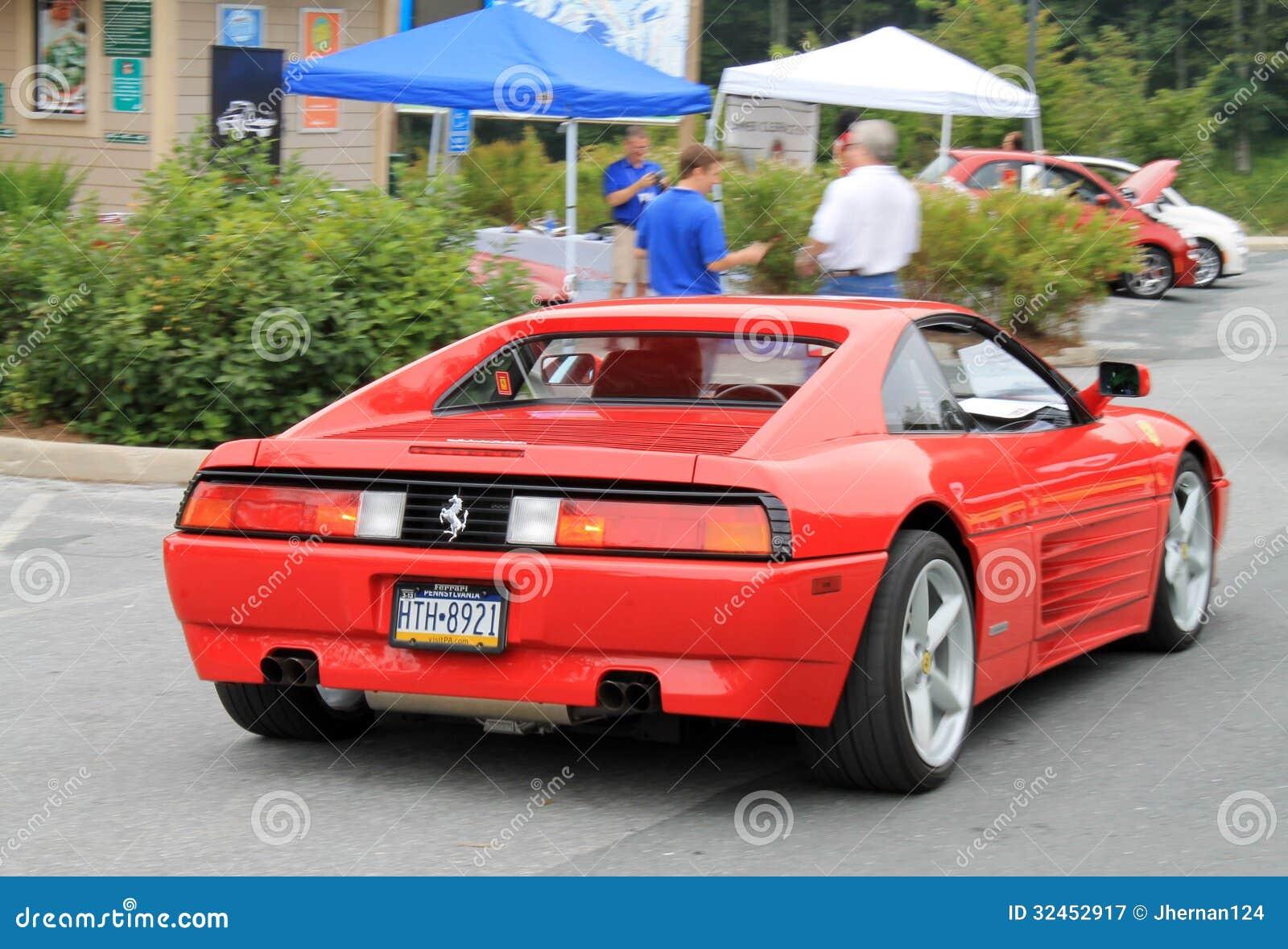 Ferrari Das Hinunter Hügel Fährt Redaktionelles Stockfotografie Bild Von Berg Unten 32452917