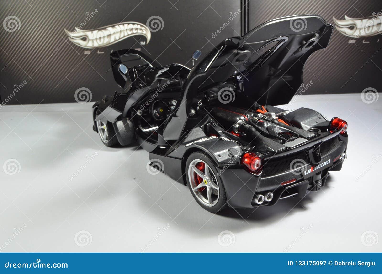 1 18 Ferraris Laferrari Hotwheels Auslese Redaktionelles Stockfotografie Bild Von Auslese Spielzeug 133175097