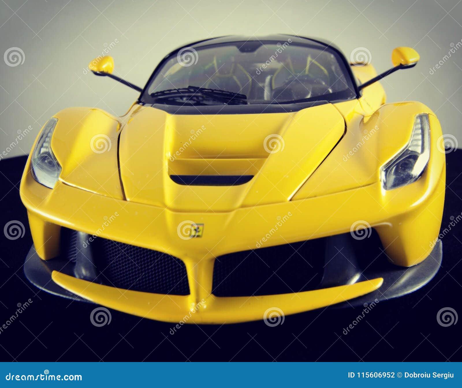 1 18 Ferraris Laferrari Hotwheels Auslese Modelcar Redaktionelles Stockfotografie Bild Von Ferrari Auslese 115606952