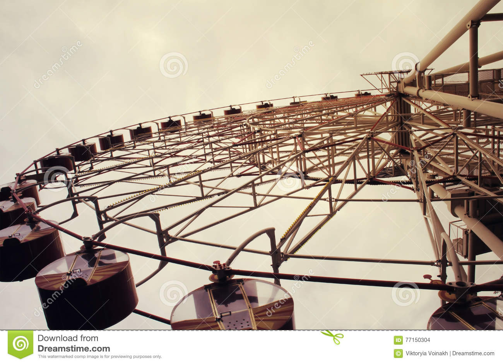 Ferris koło tonujący w rocznika stylu