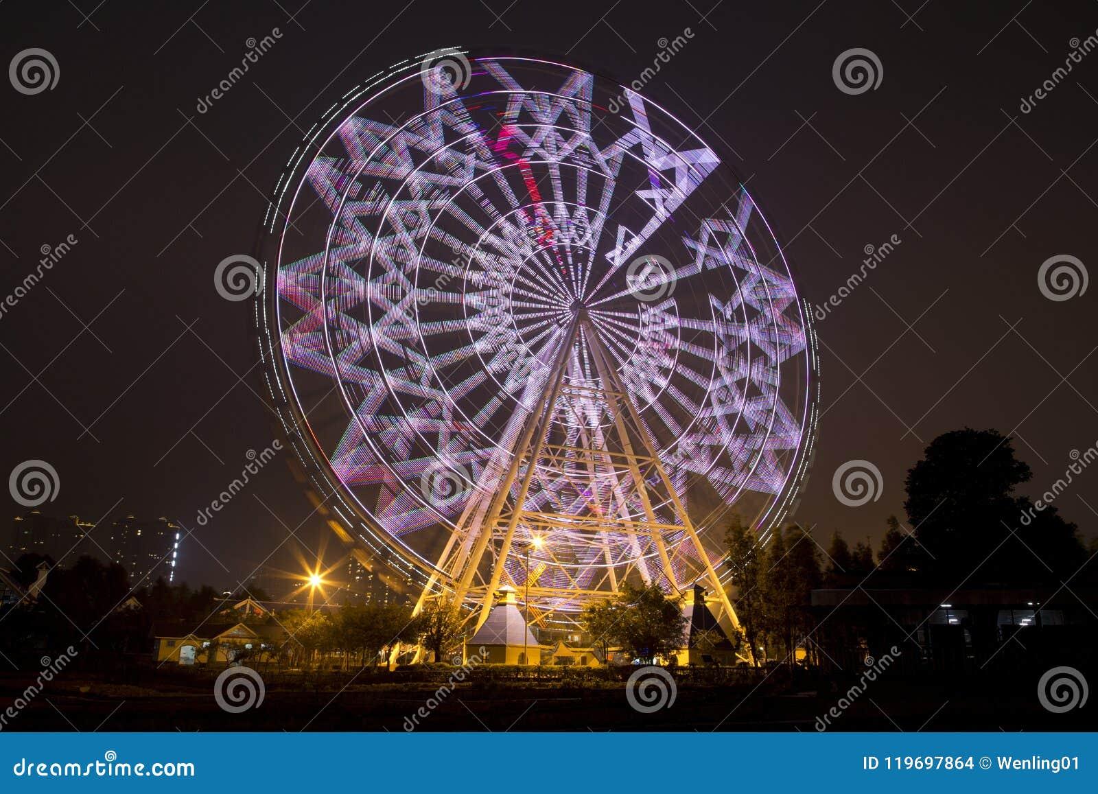 Ferris toczy wewnątrz Fengling dzieci parkową noc