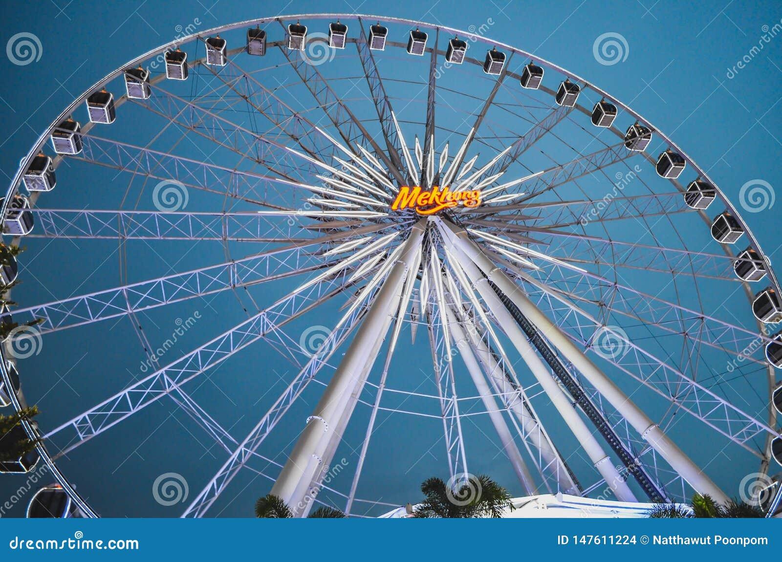 Ferris Wheel grande en Asiatique la orilla del río, Bangkok