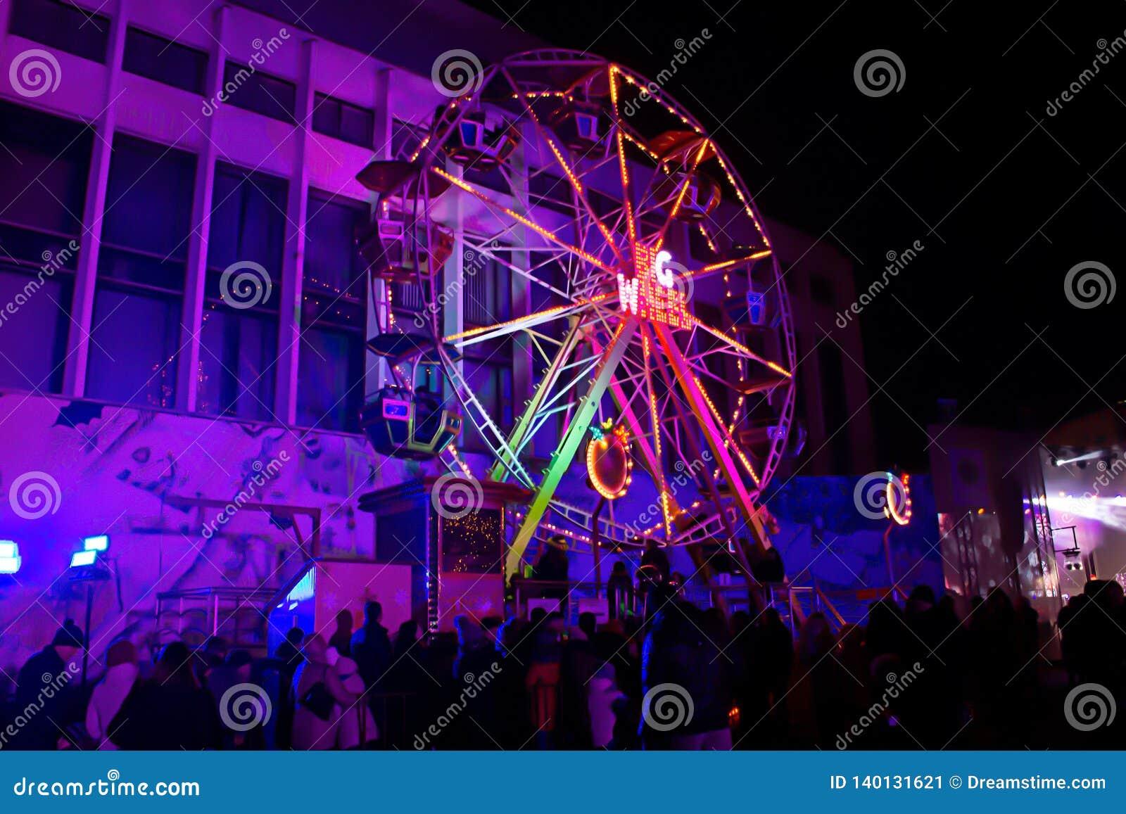 Ferris Wheel mycket trevligt foto på konserten