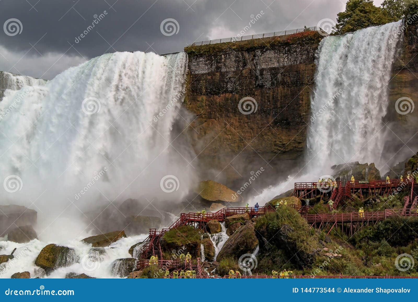 Ferro di cavallo di cascate del Niagara ontario Bella priorit? bassa della cascata