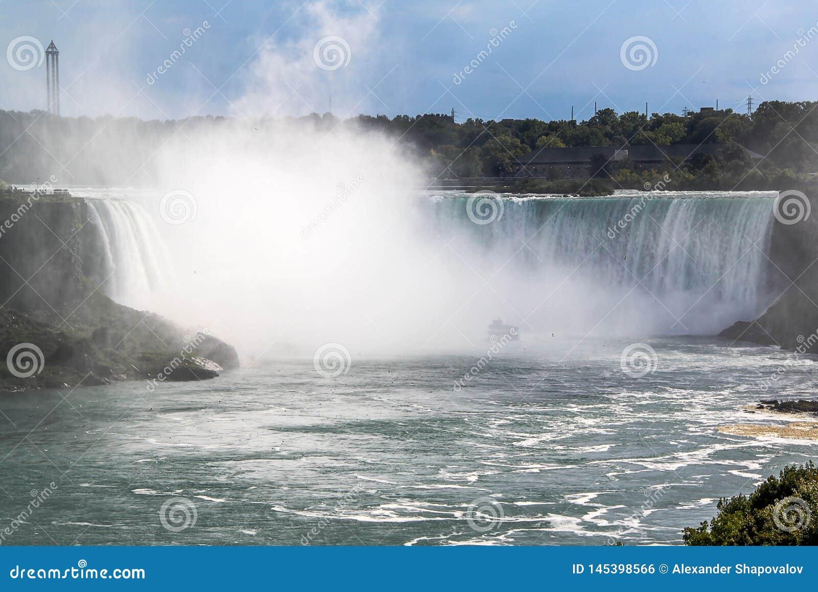 Ferro di cavallo di cascate del Niagara ontario canada Bella priorit? bassa della cascata
