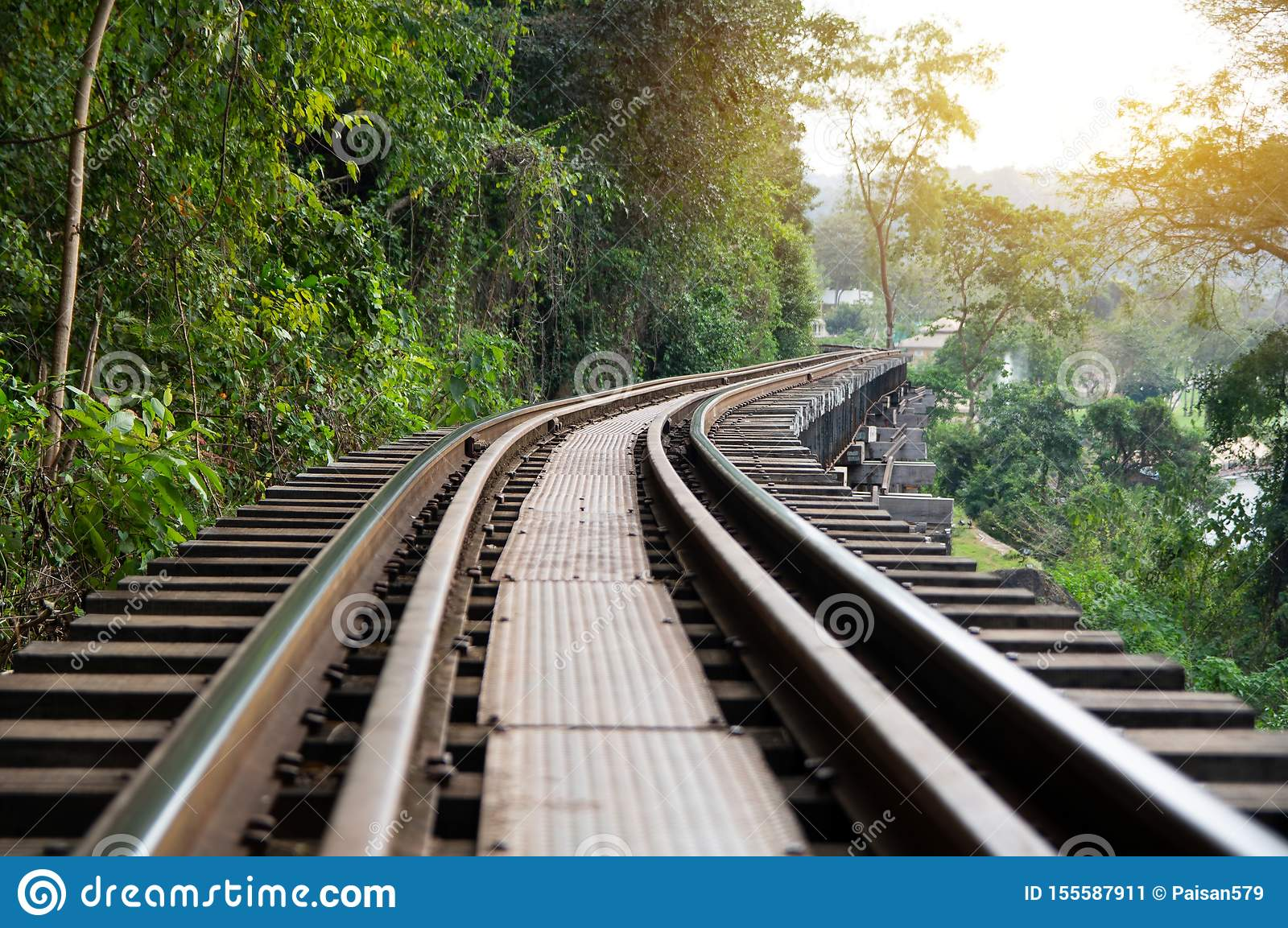 Ferrocarril de la muerte construido durante la Segunda Guerra Mundial, Kanchanaburi Tailandia