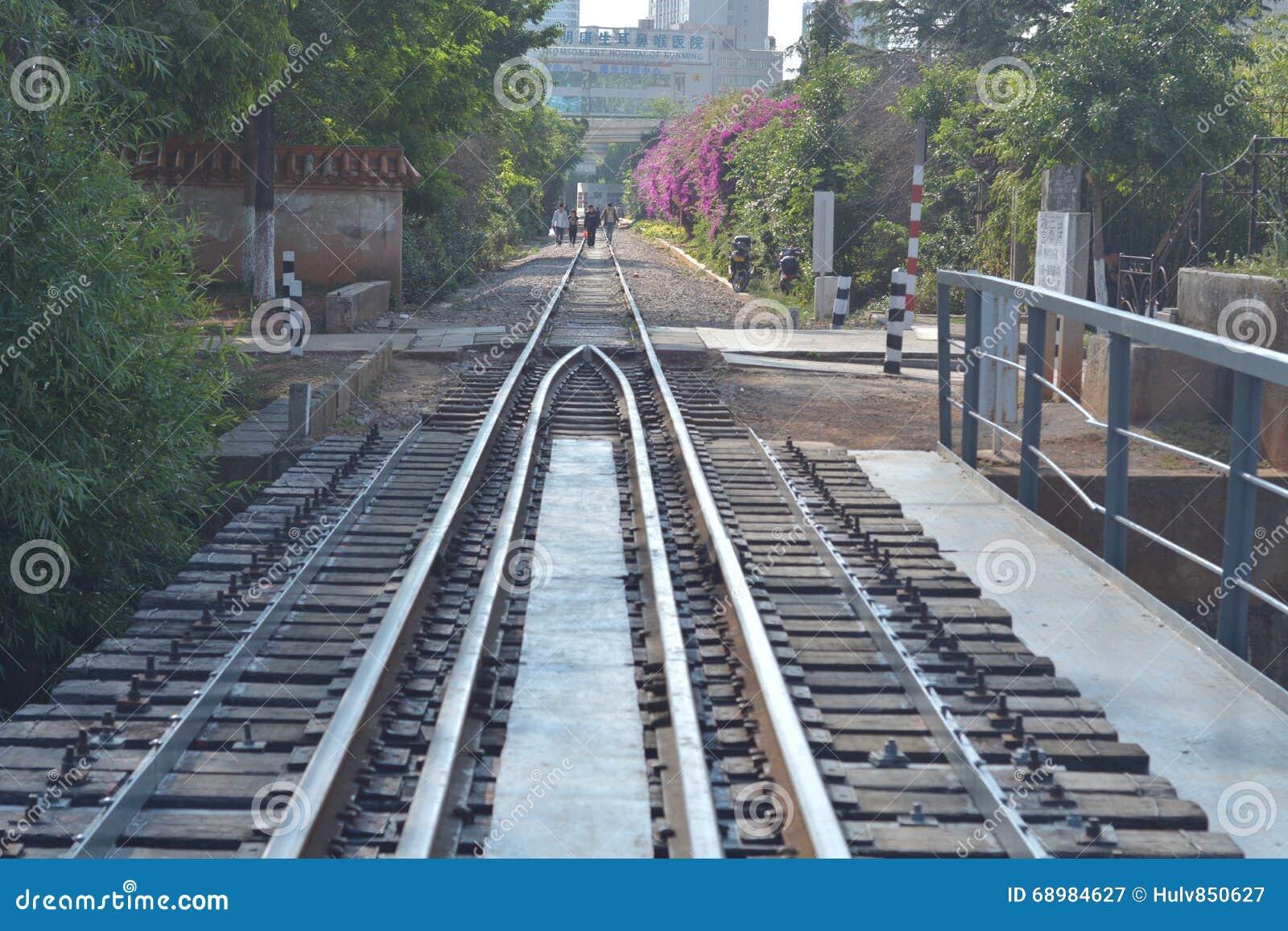 Ferrocarril a través de la ciudad