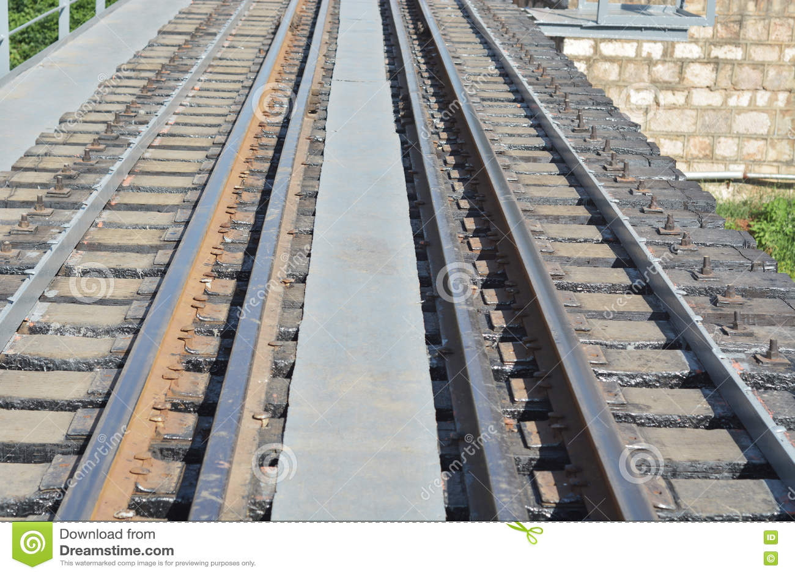 Ferrocarril a través del río