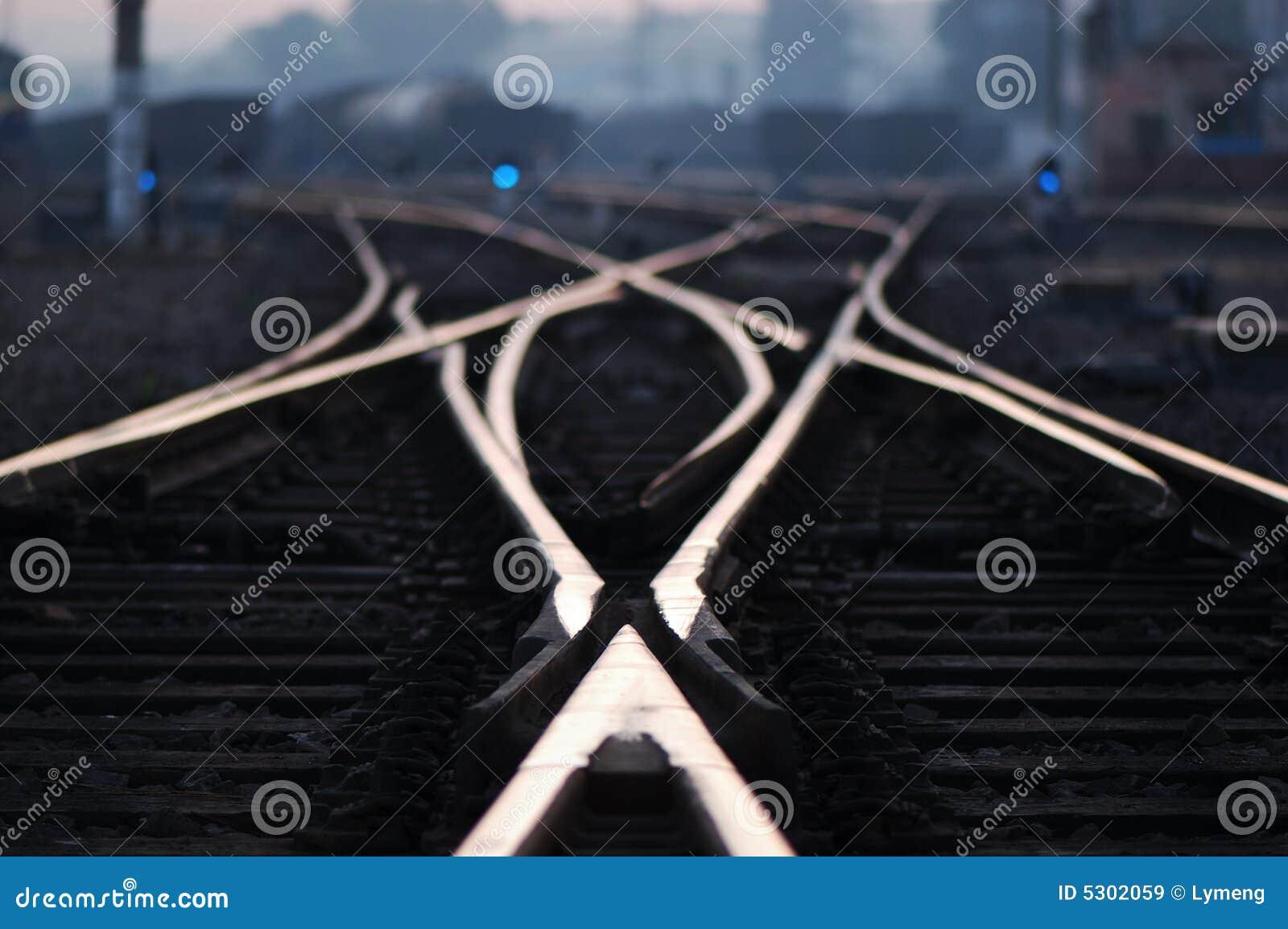 Download Ferrovia nell'alba immagine stock. Immagine di rifletta - 5302059