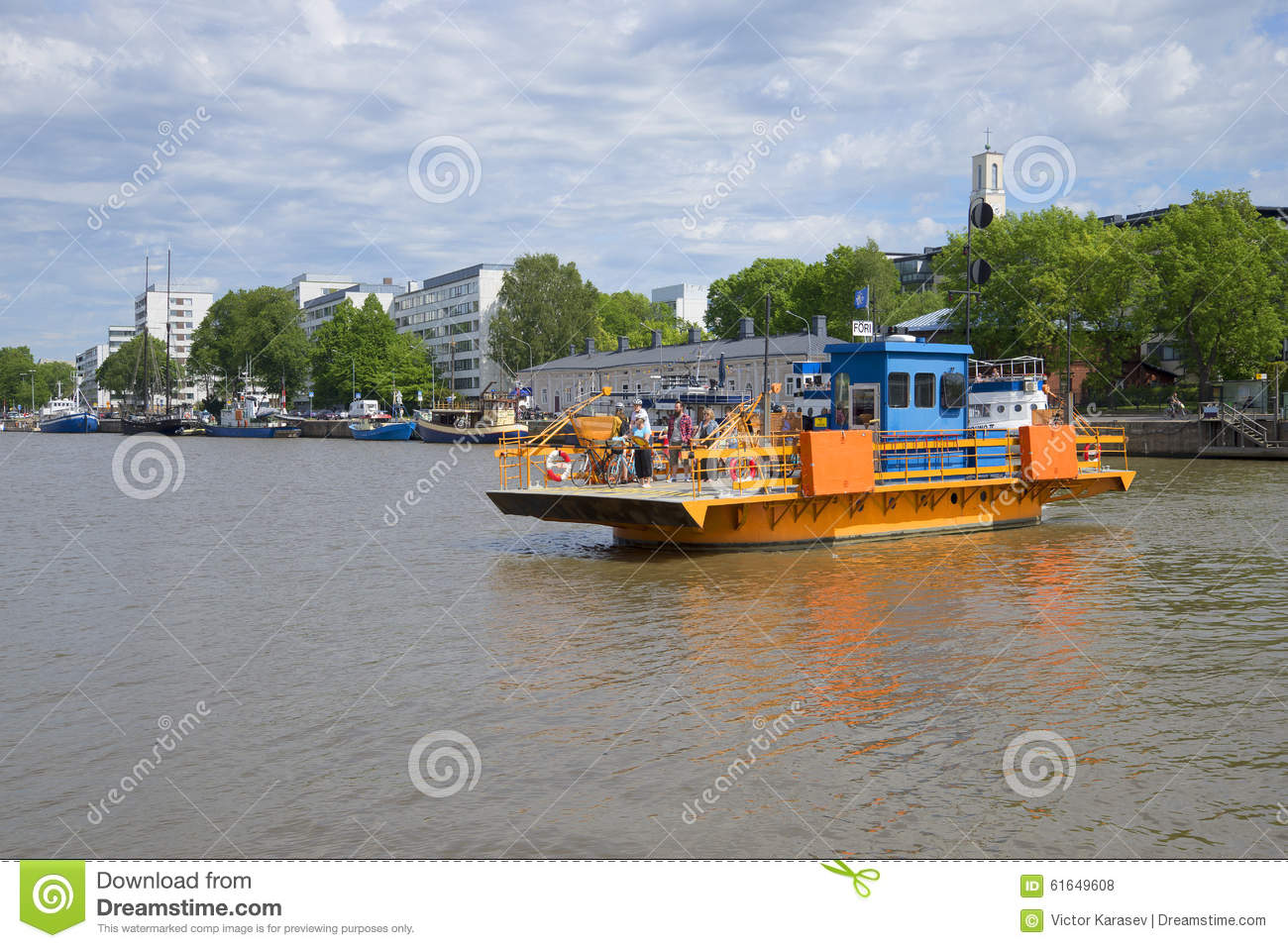 Ferry-boat transportant des passagers