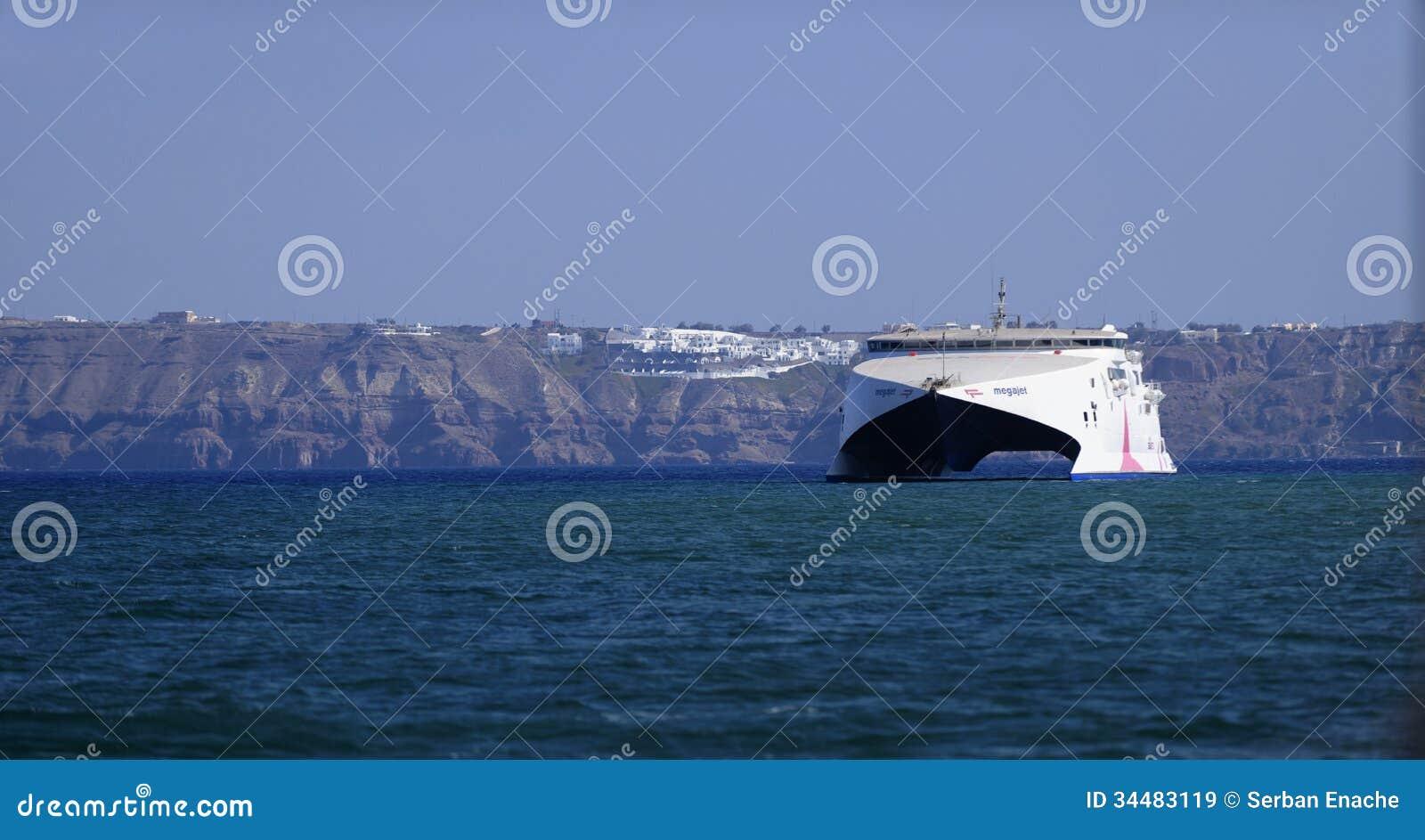 Ferry de catamaran de Seajet dans Santorini