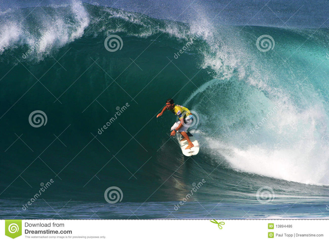 Fers d Andy de surfer surfant au Backdoor