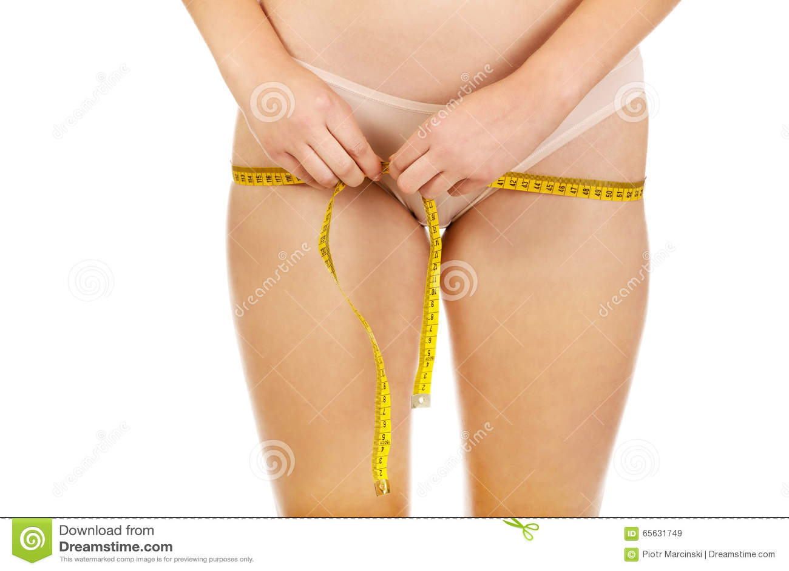 Fesses femelles avec une bande de mesure