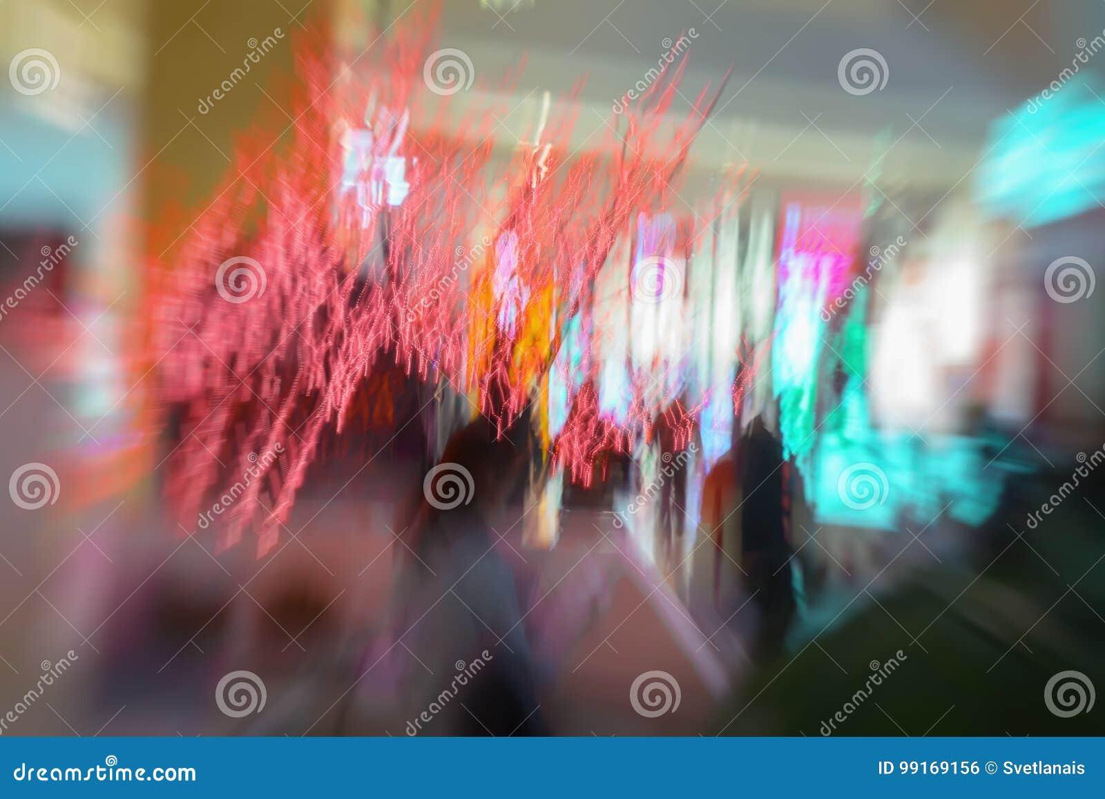 A festão vermelha, Natal ornaments, no shopping, xmas, cintilação ilumina-se Movimento defocused abstrato borrado