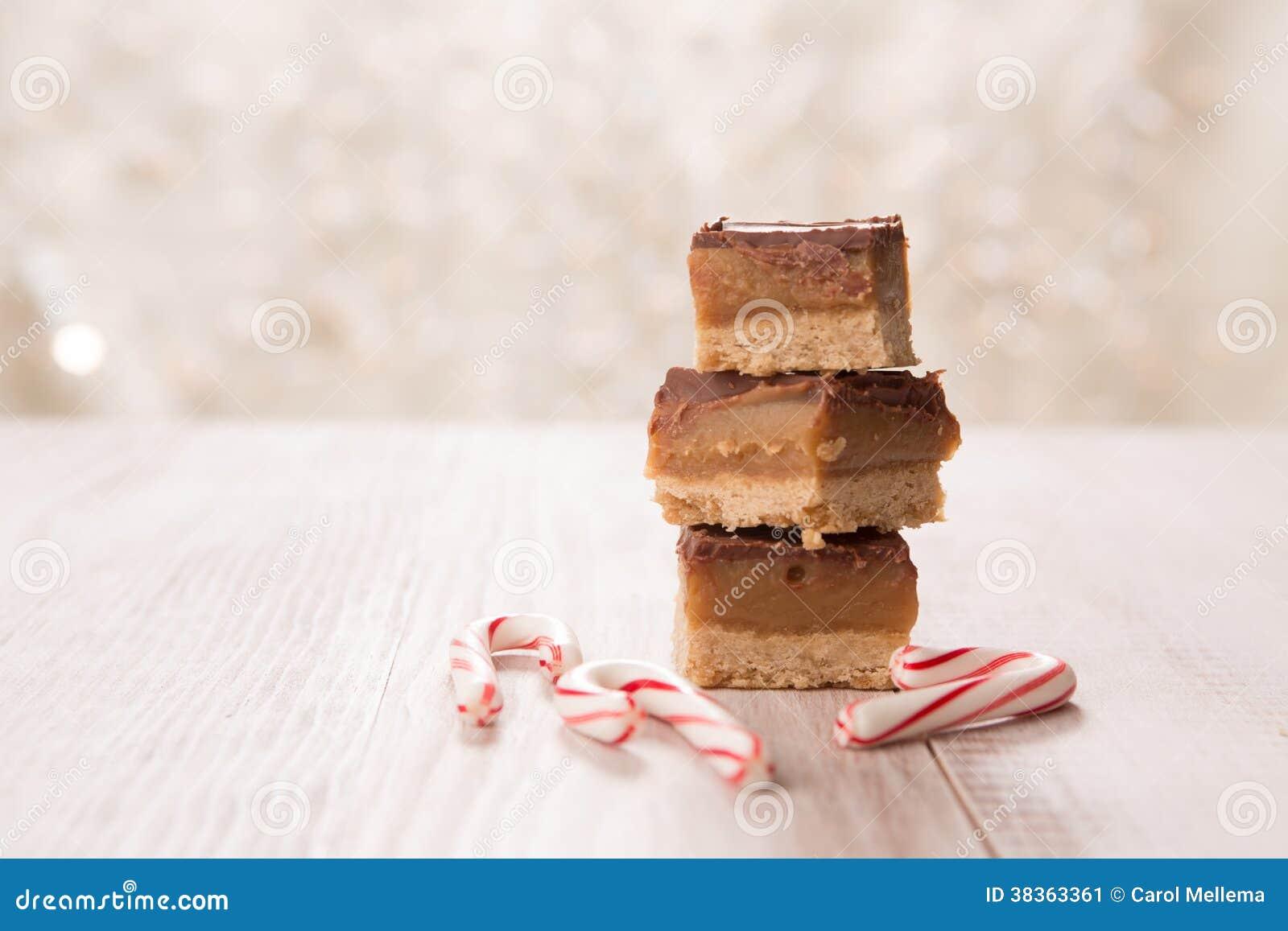 Festins de Noël faits par maison avec des cannes de sucrerie