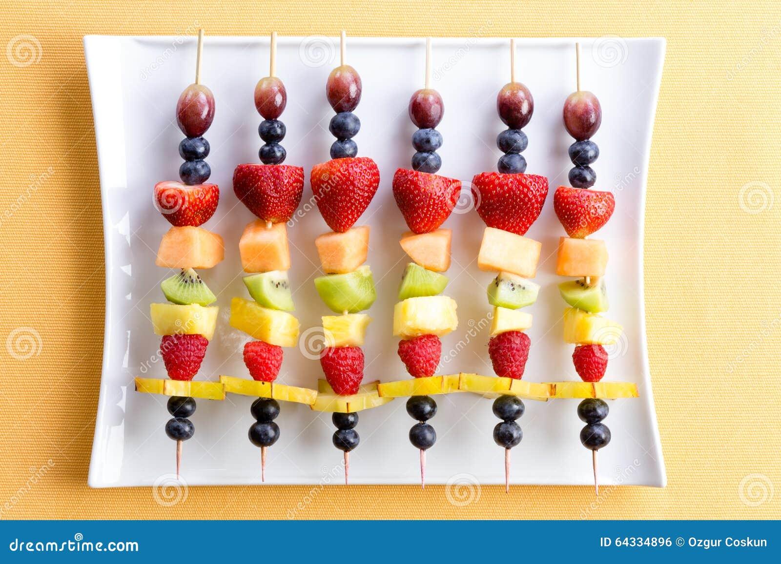 Festins frais sains de fruit de chiche-kebab