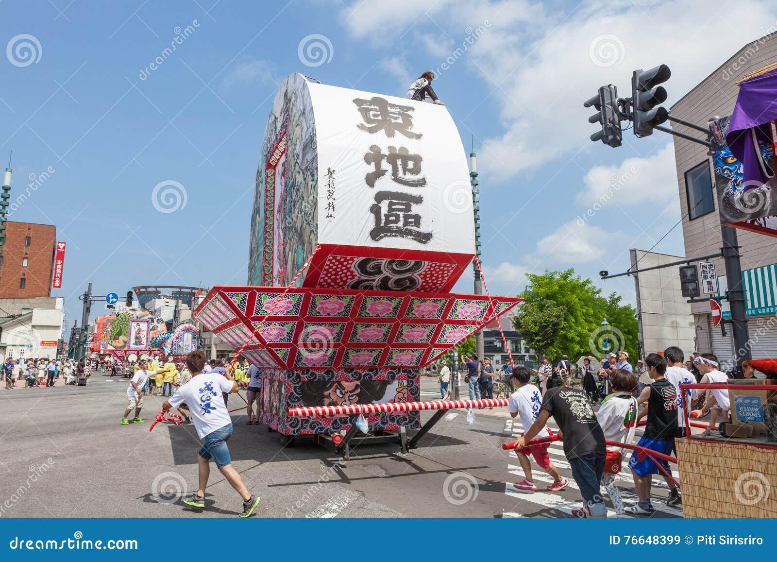 Festival de Hirosaki Neputa (flutuador em forma de leque) em Japão