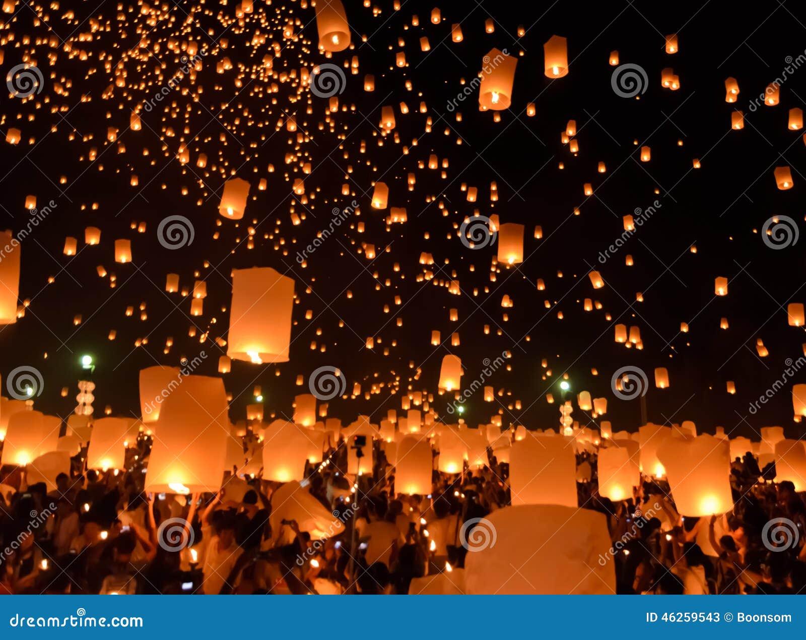 Festival de linternas del cielo o festival de Yi Peng en Chiang Mai, Tailandia