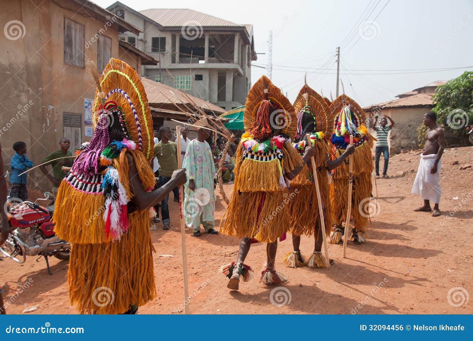 Festival de Otuo Ukpesose - el Itu se disfraza en Nigeria
