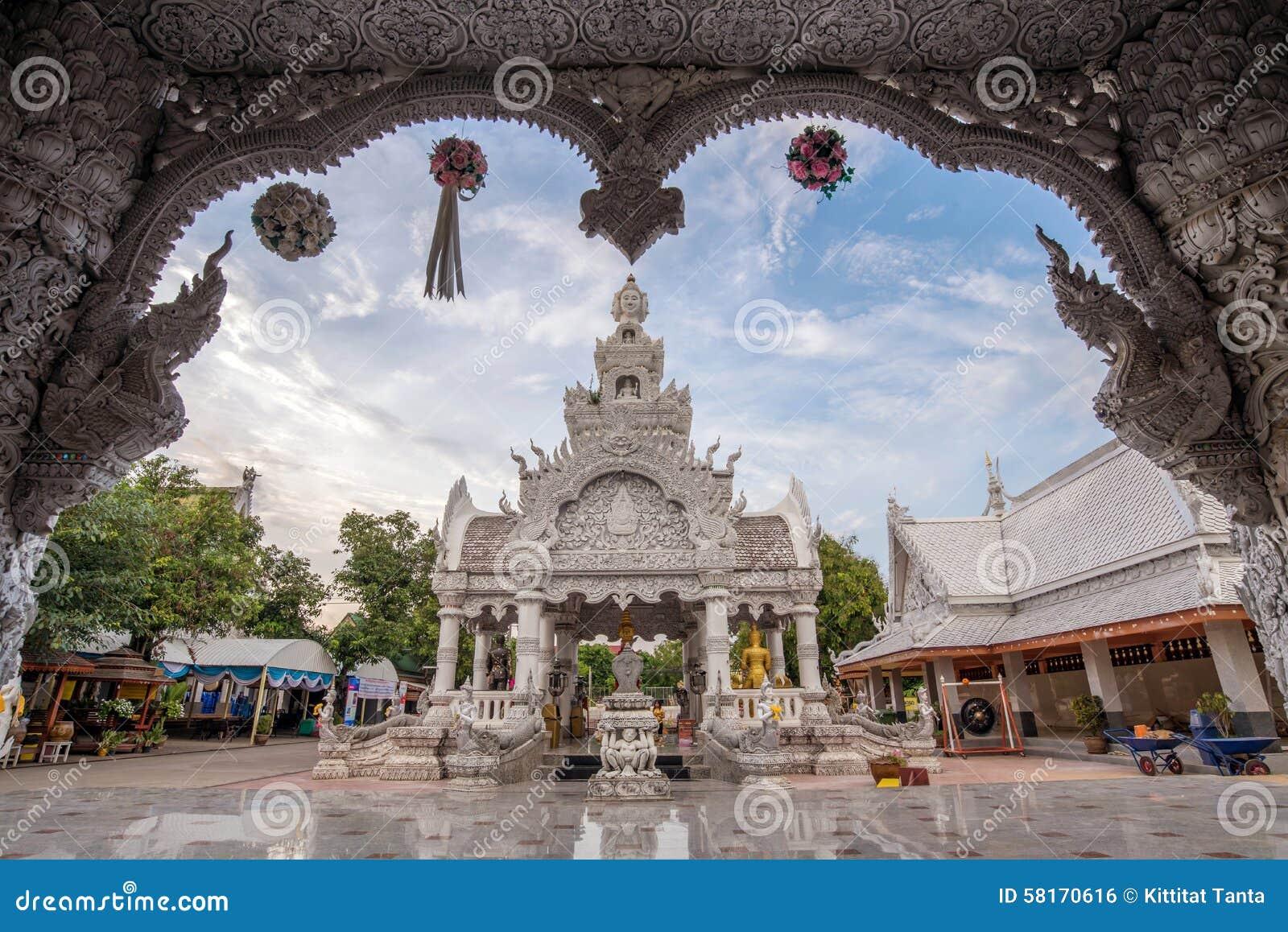 Festival de Songkran au pilier de ville, myang ming de Wat en avril 2014 à Nan, Thaïlande