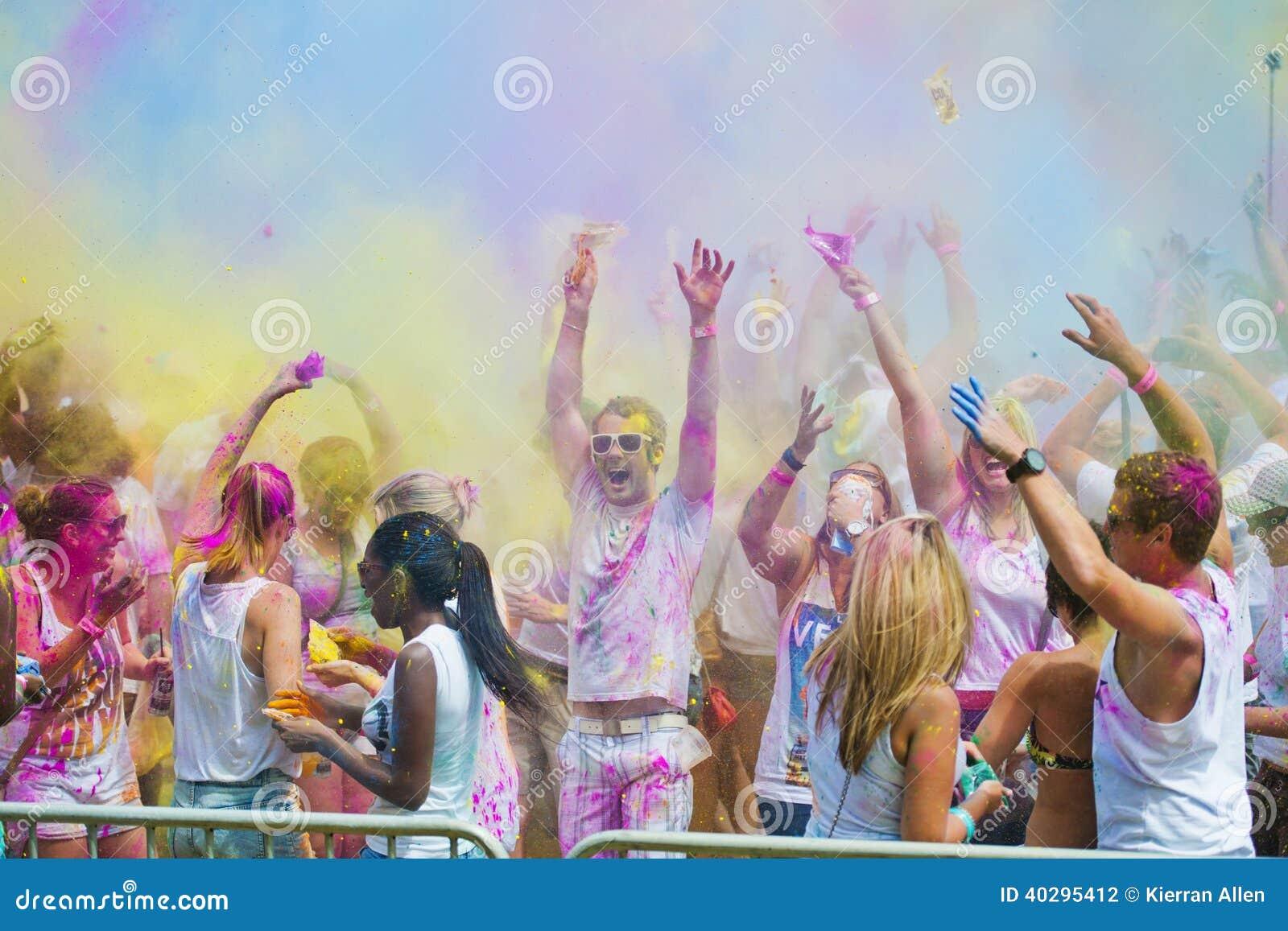 Festival der Farbe Holi eine Partei