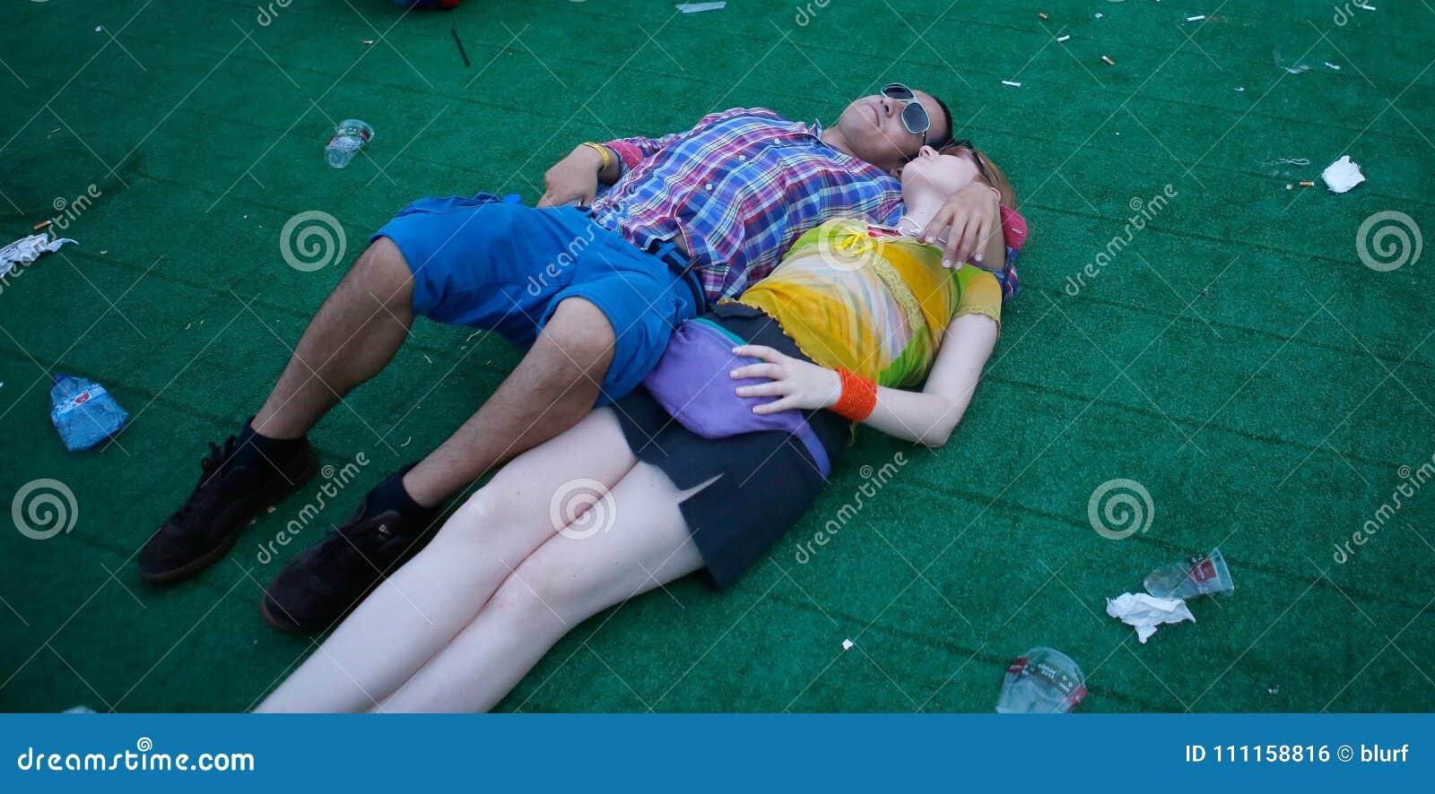 Couple of festival goers enjoying sonar festival