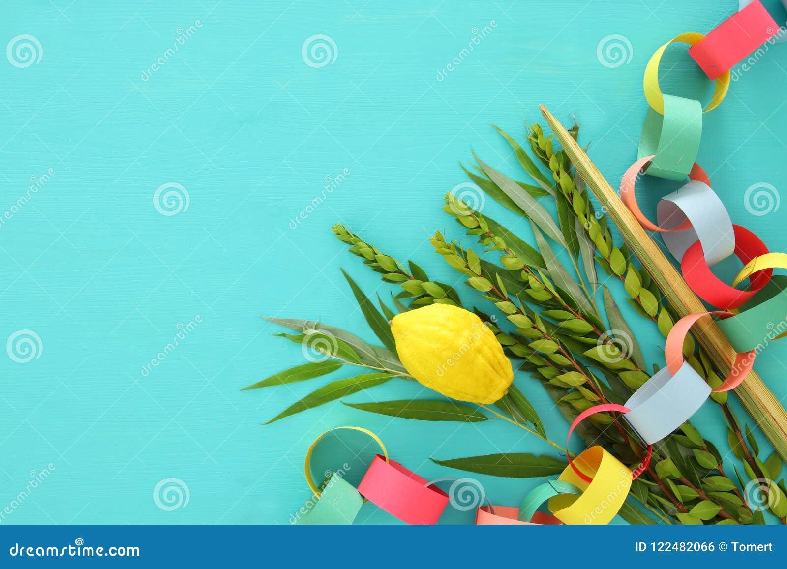 Festival judaico de Sukkot Símbolos tradicionais as quatro espécies: Etrog, lulav, hadas, arava