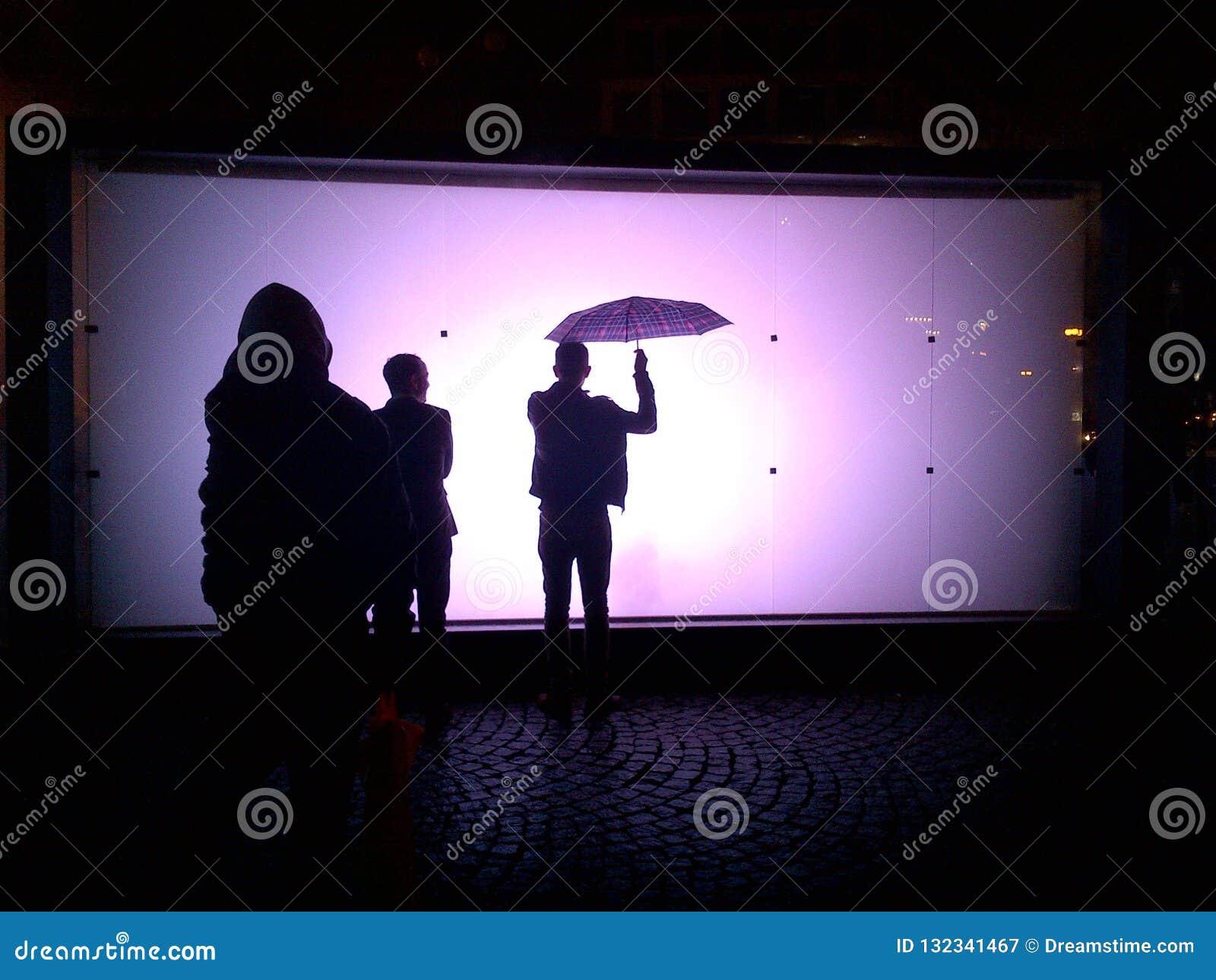 Festival léger à Prague, silhouettes