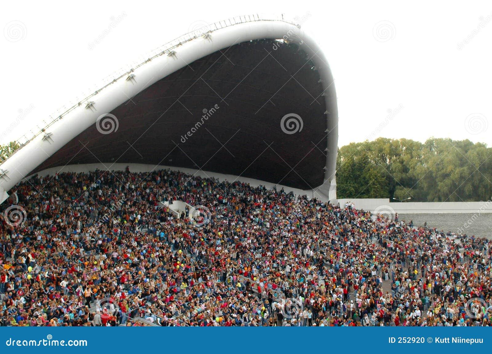 Festiwal piosenki ma tłumu