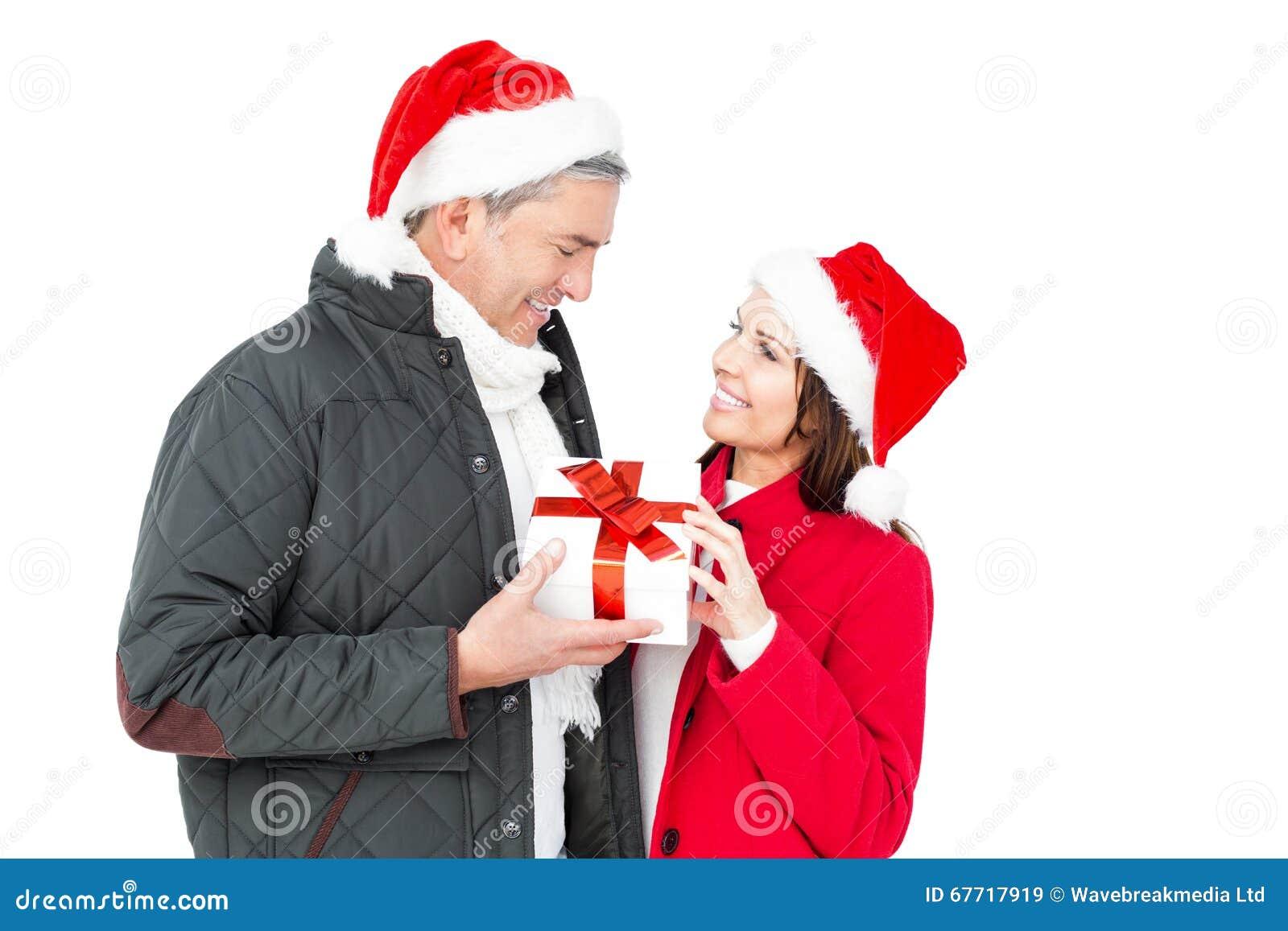 Festliche Paare, Die Weihnachtsgeschenk Halten Stockbild - Bild von ...
