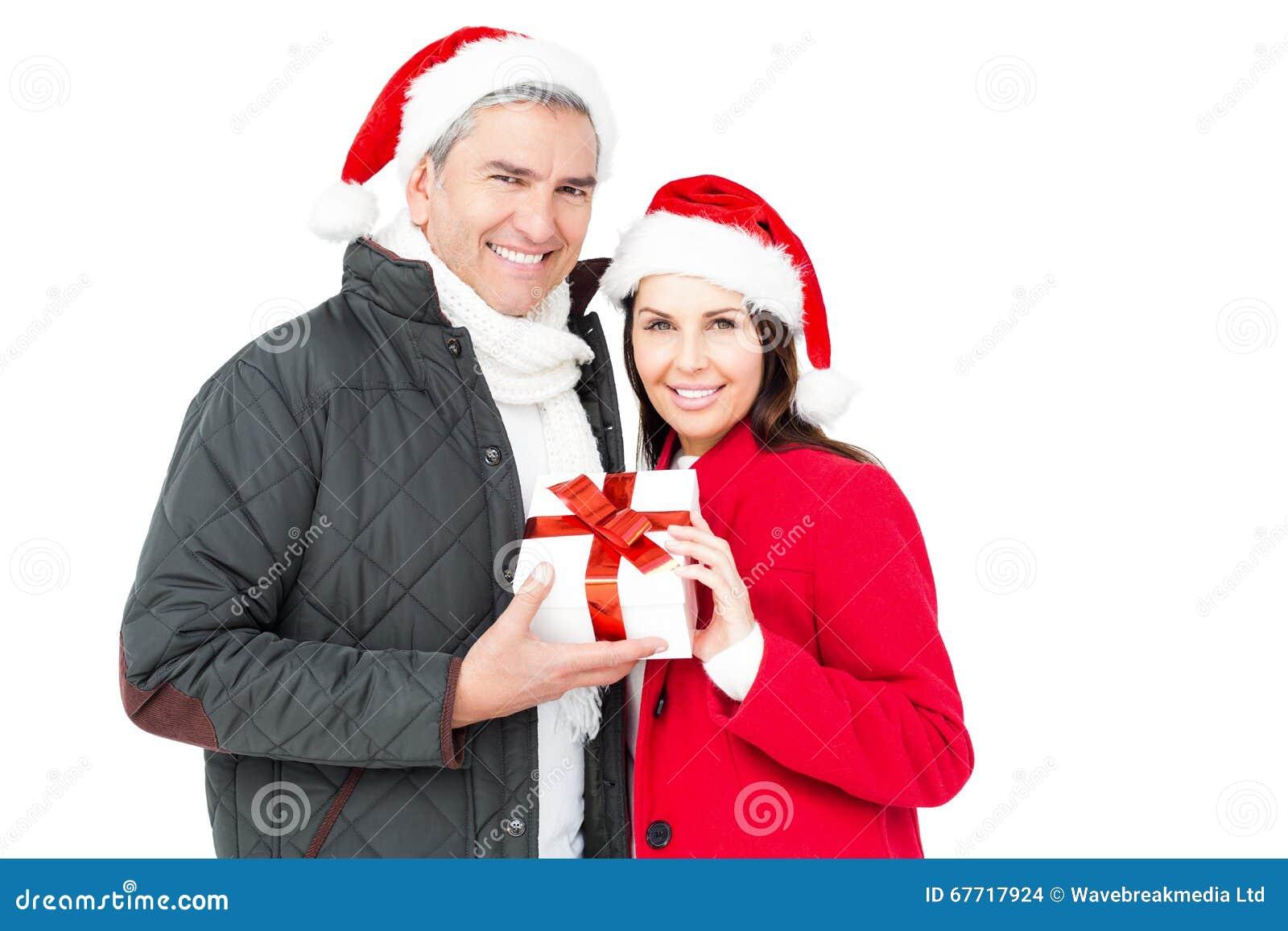 Festliche Paare, Die Weihnachtsgeschenk Halten Stockfoto - Bild von ...