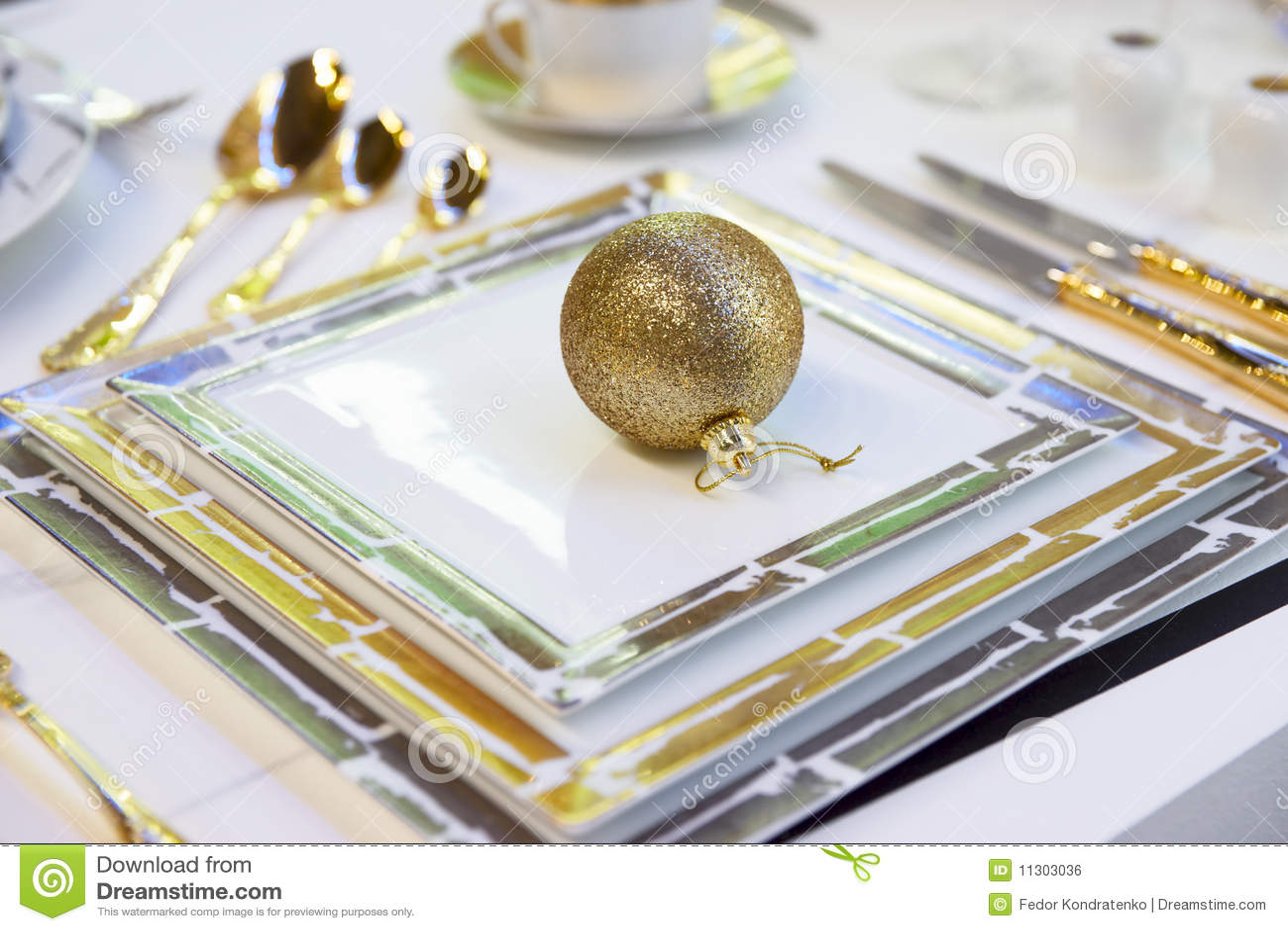 Festliche Tabellenanordnung