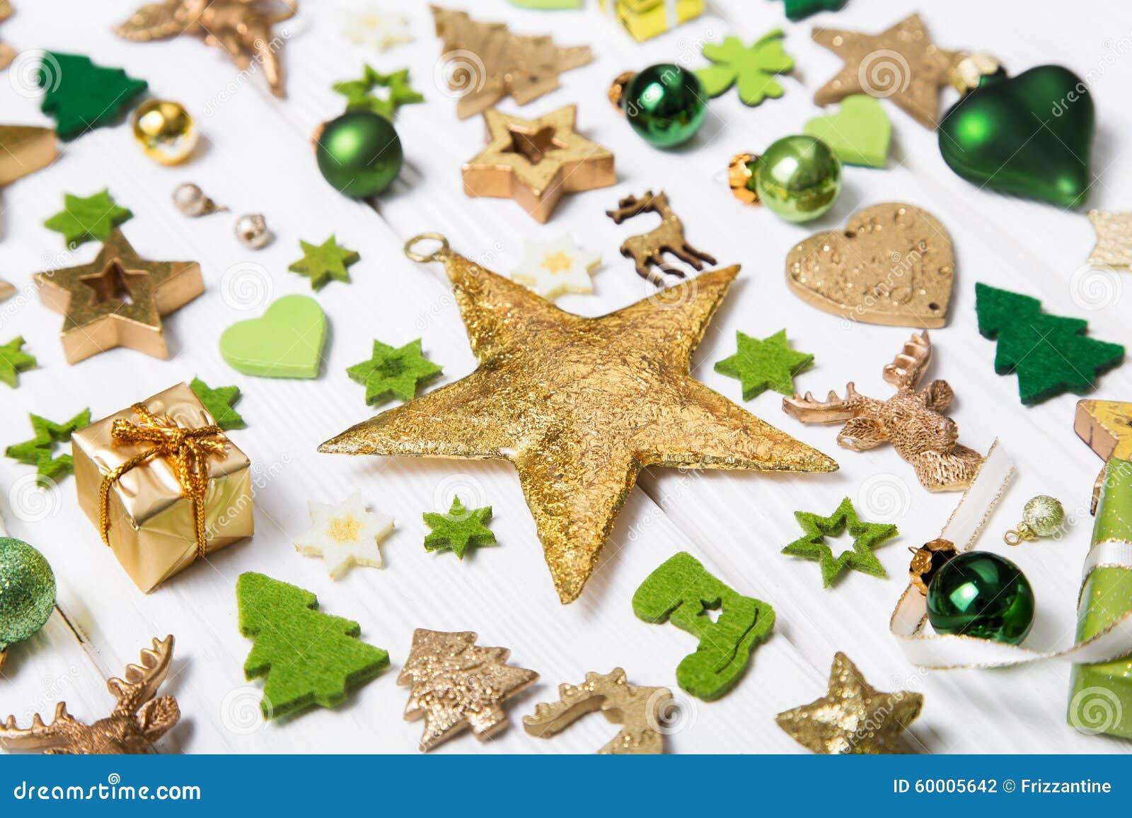 Festlig julgarnering i ljus - vit och guld- Co för gräsplan,