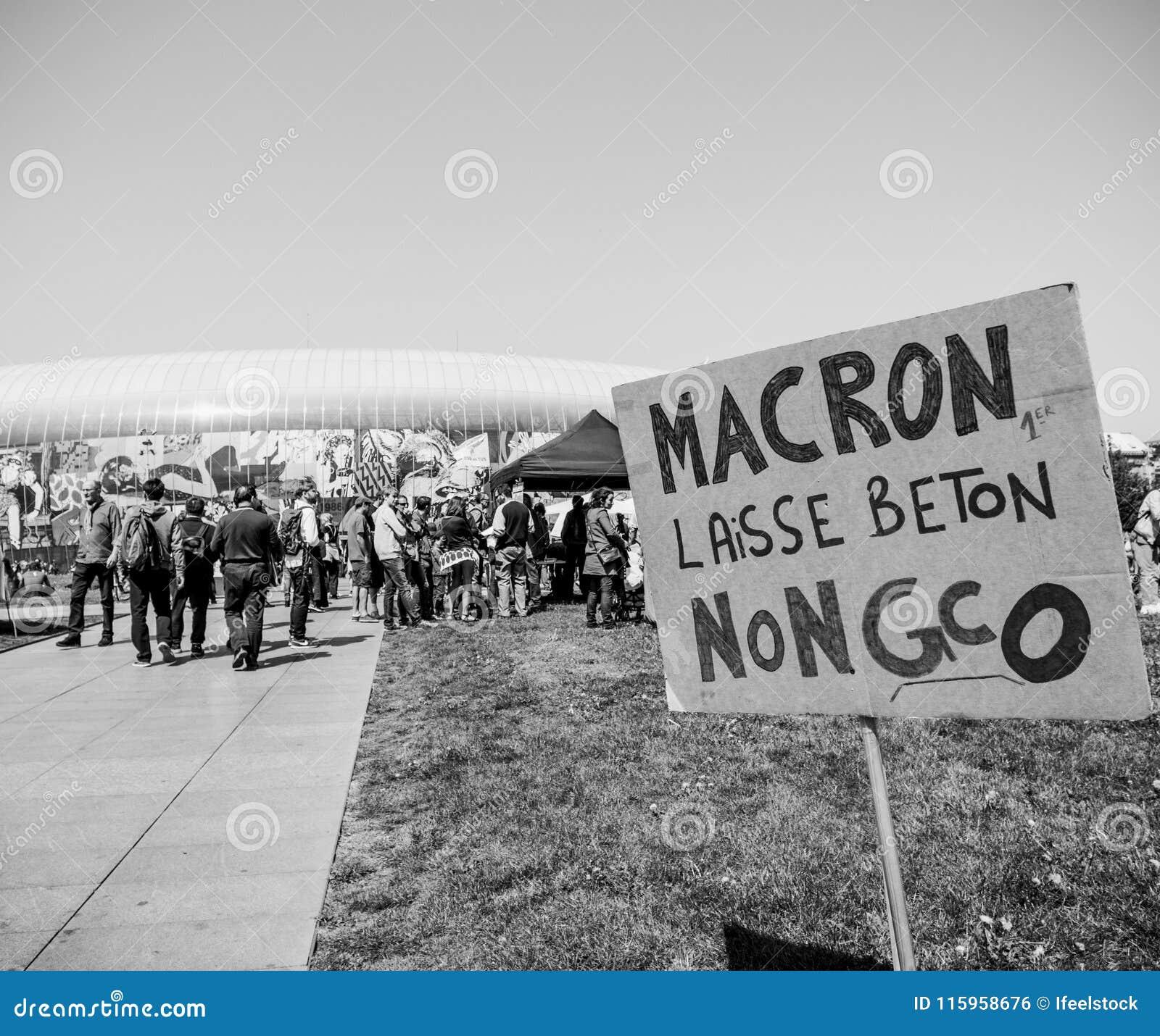 Fete Macron