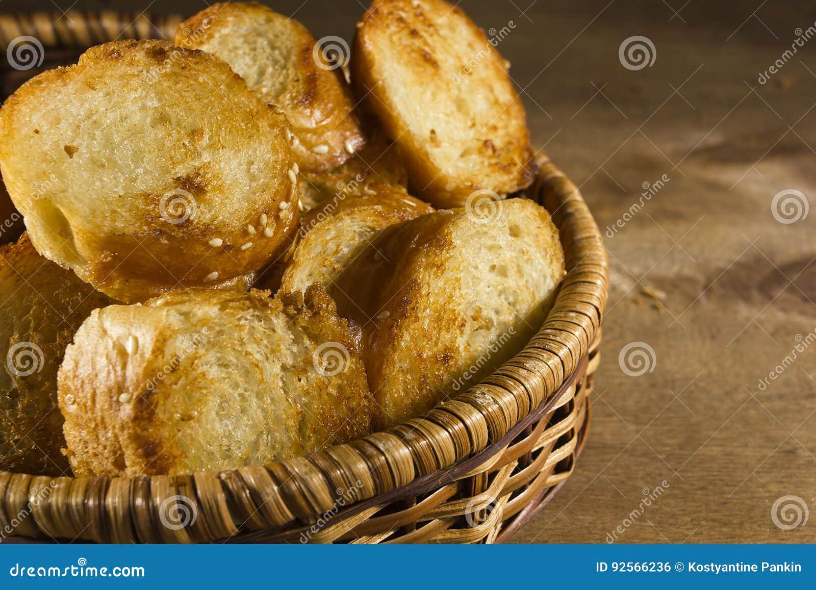 Fette arrostite di pane francese