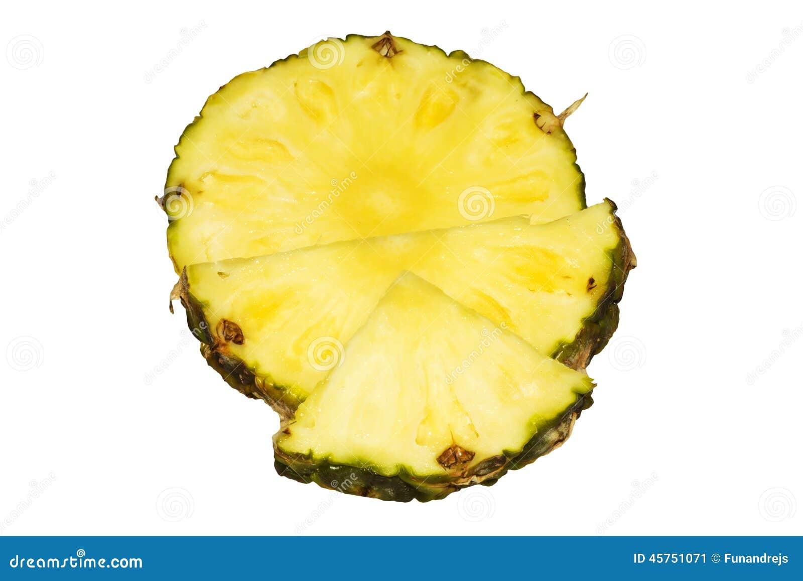 Fette succose dell ananas isolate su fondo bianco