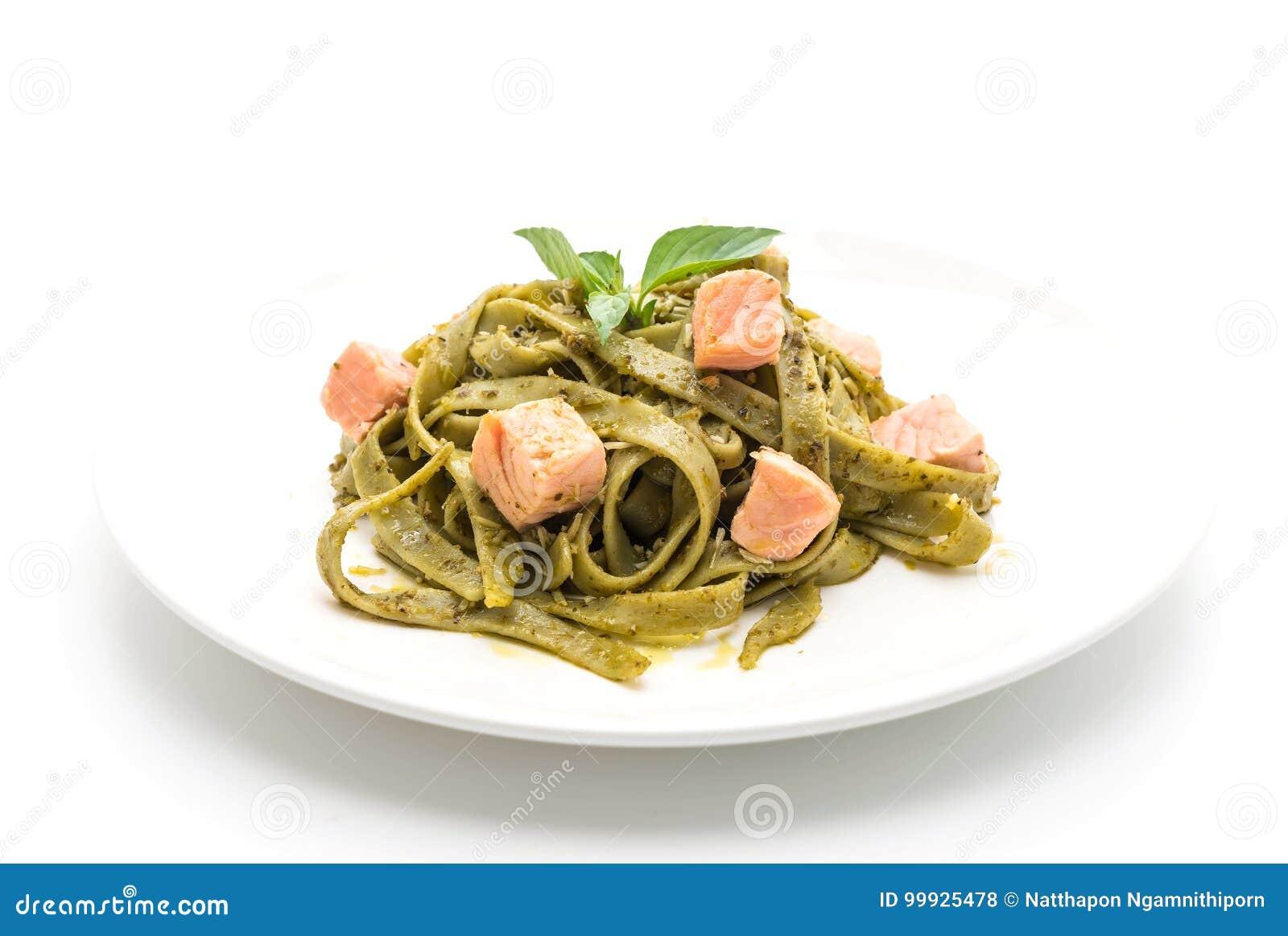 Fettuccine шпината с семгами