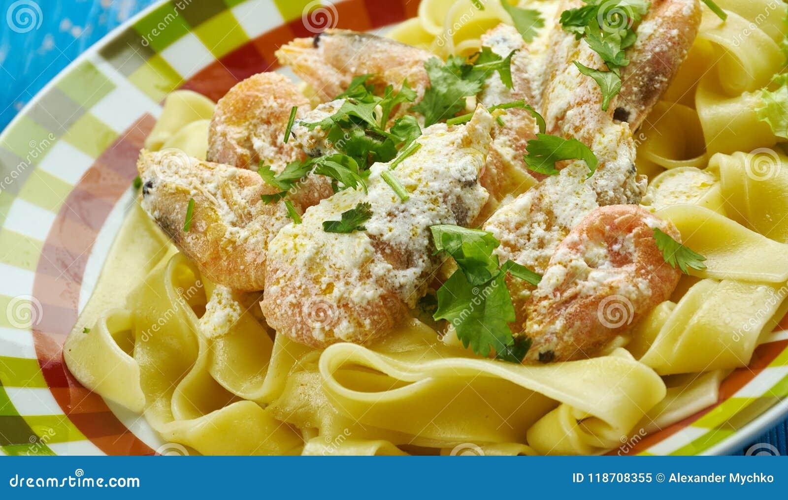 Fettuccine curruscante del camarón de Cajun