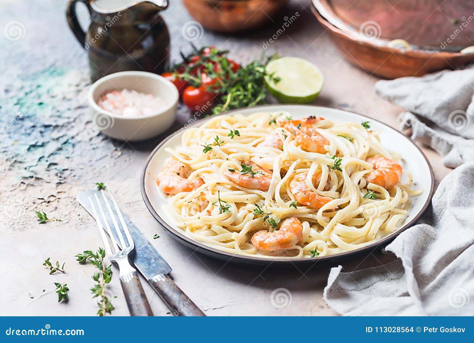 Fettuccine italiano de las pastas